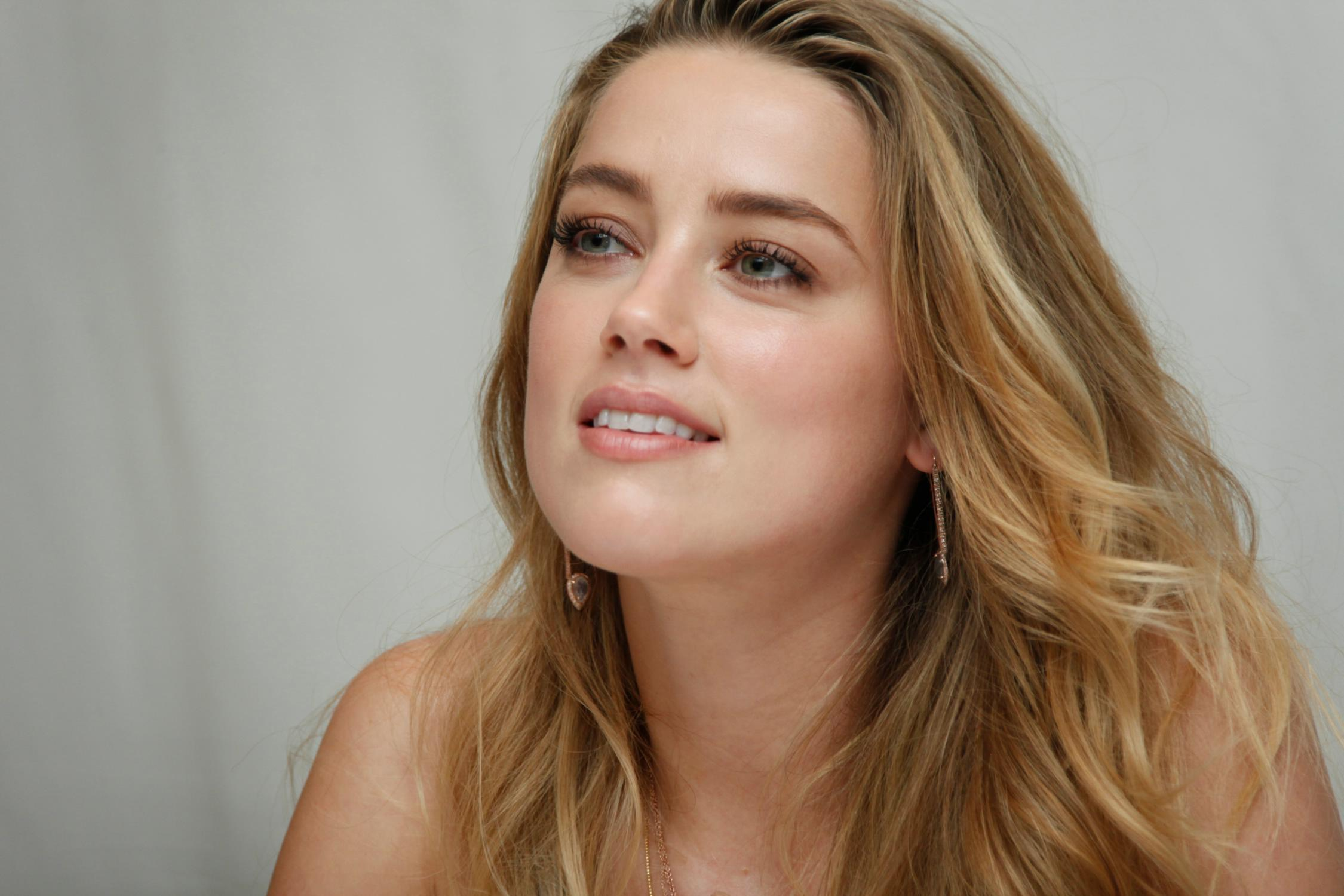 Amber Heard HD Desktop