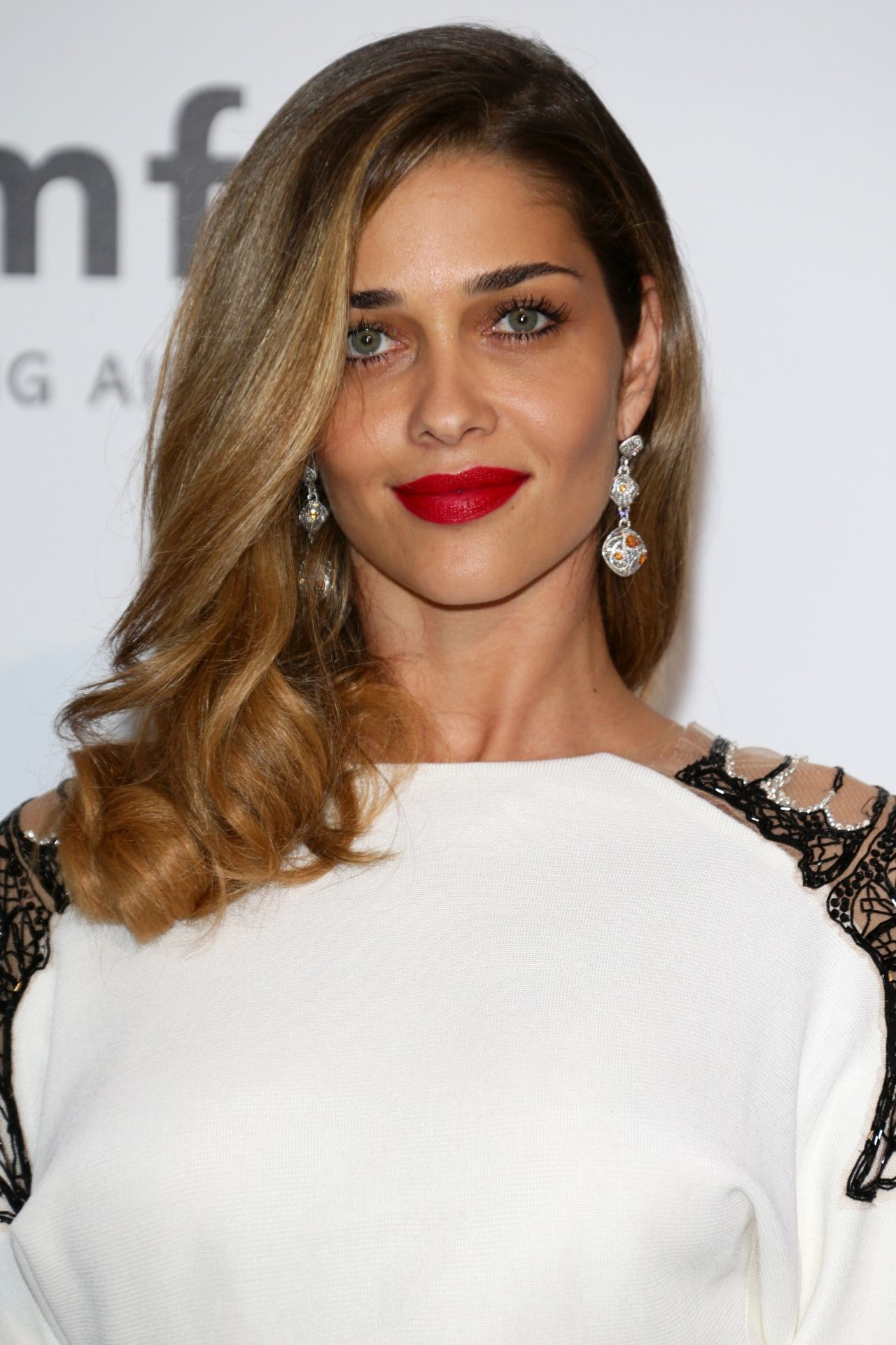 Ana Beatriz Barros Android Wallpapers