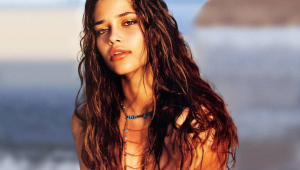 Ana Beatriz Barros Widescreen