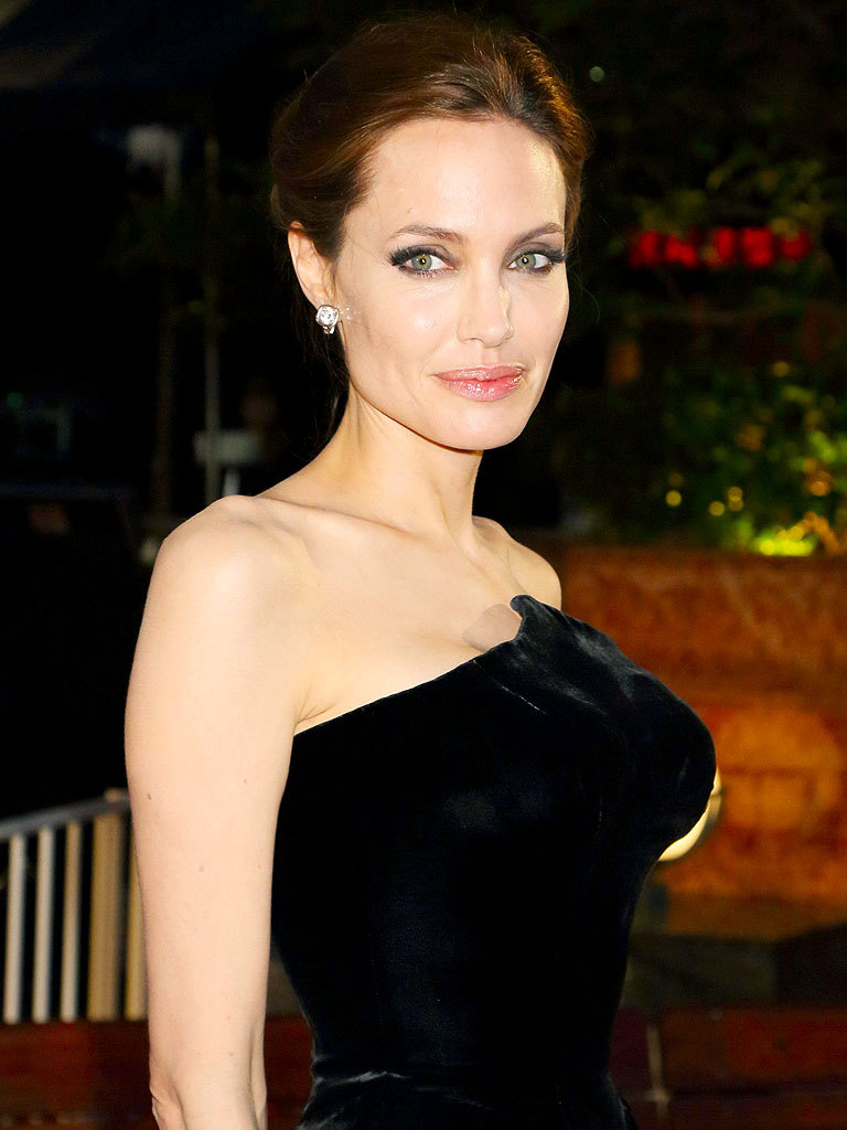 Angelina Jolie High Quality Wallpapers For Iphone