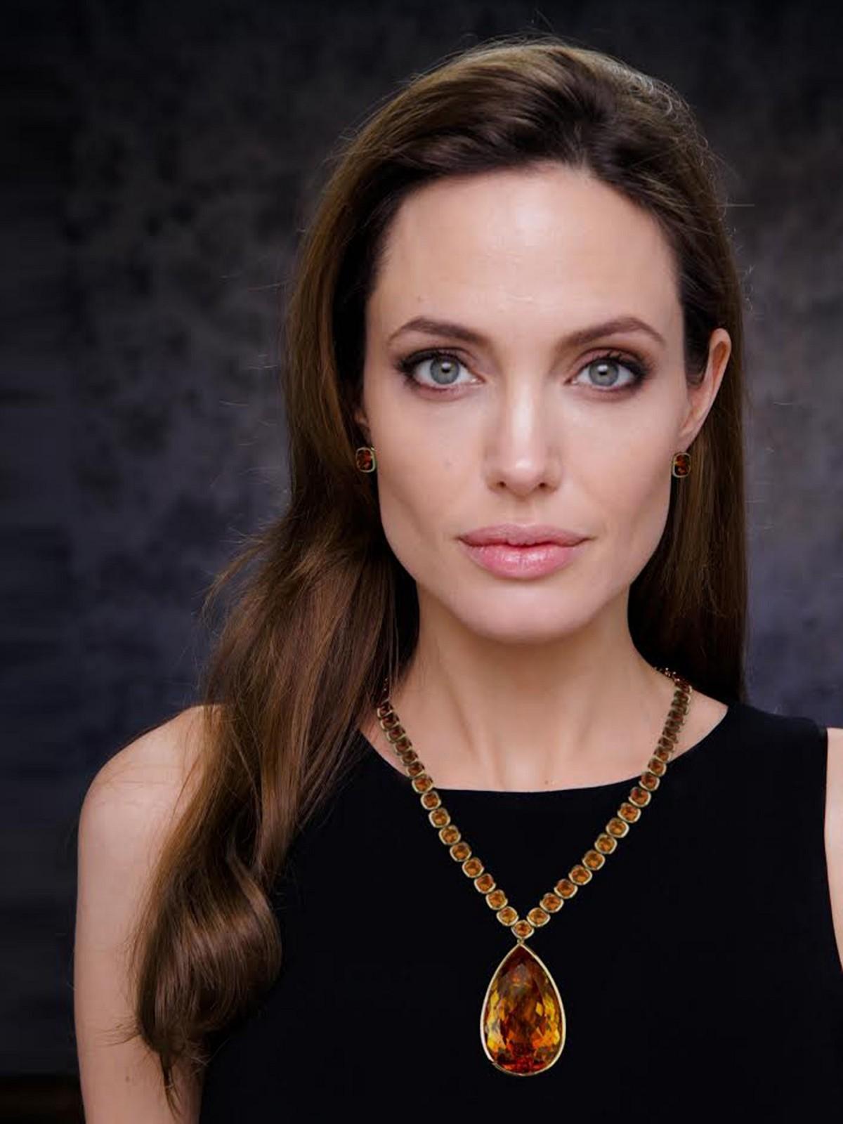 Angelina Jolie For Smartphone