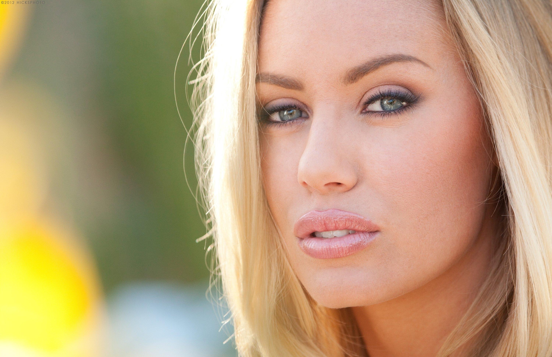 Nicole Aniston Sexy Photos