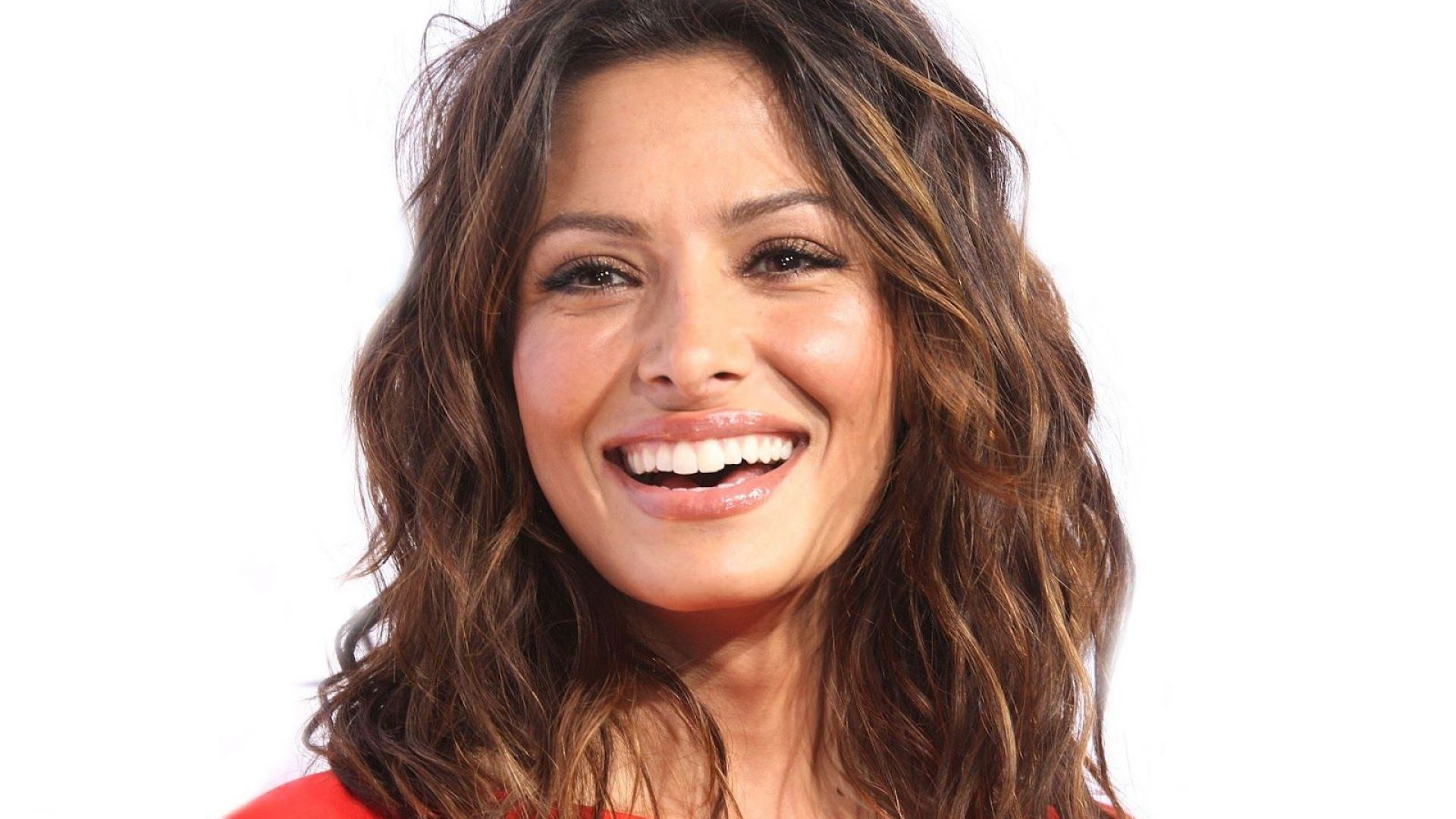 Sarah Shahi Desktop Wallpaper