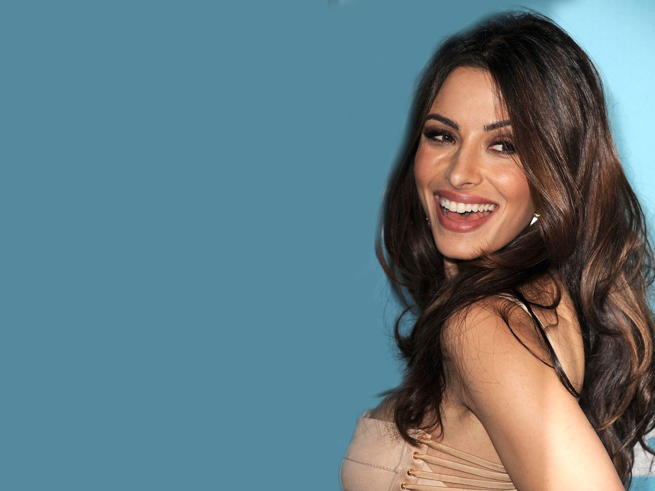 Sarah Shahi For Desktop Background