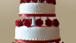 Wedding Cake With Pillar Supports