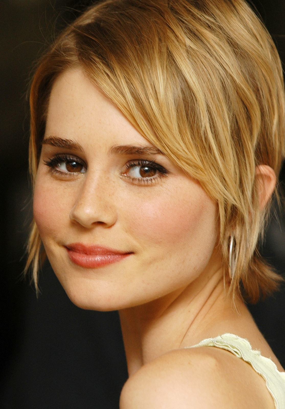 Alison Lohman High Quality Wallpapers For Iphone