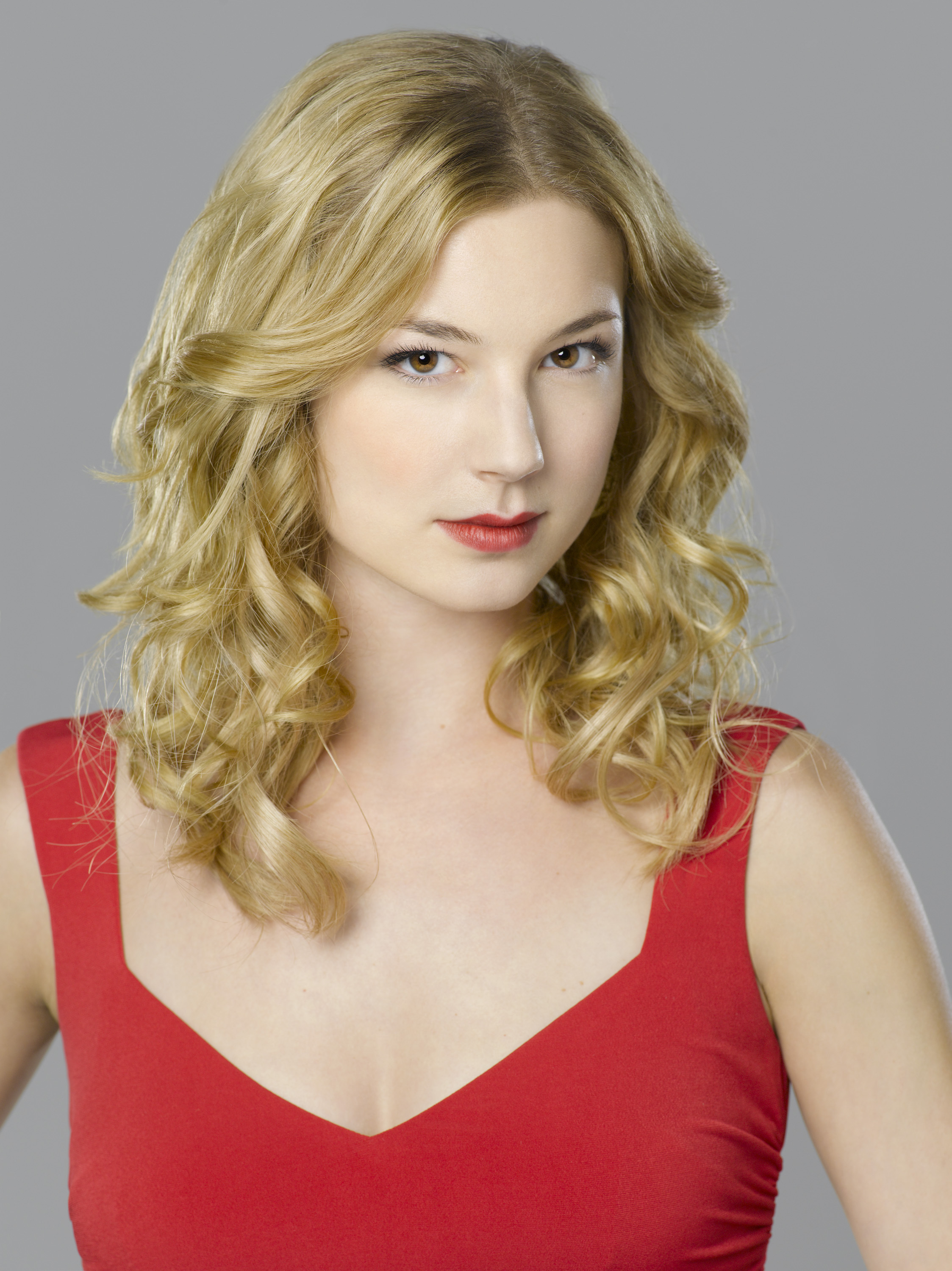 Emily VanCamp High Quality Wallpapers For Iphone