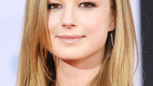 Emily VanCamp Iphone HD Wallpaper