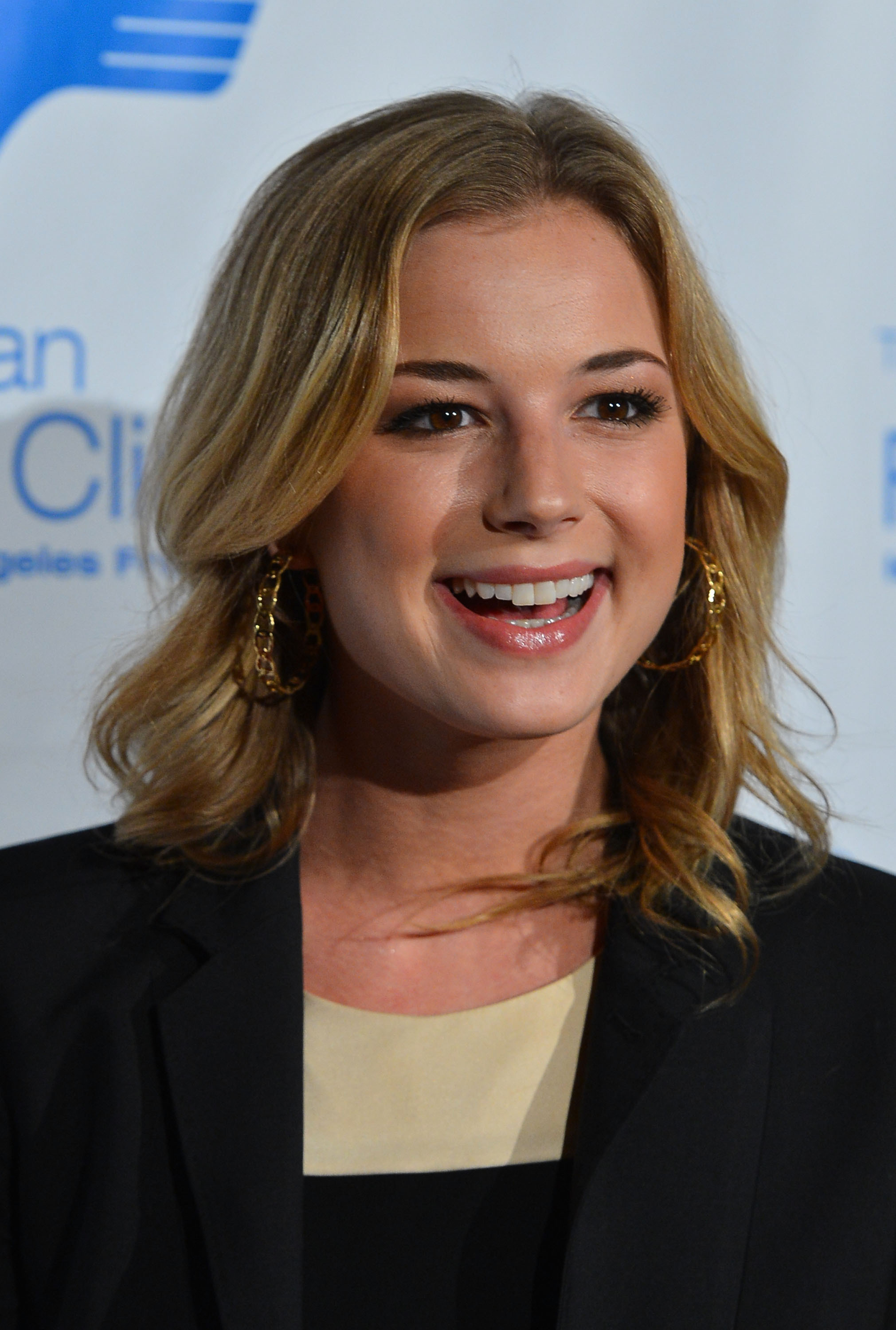 Emily VanCamp Iphone Wallpapers