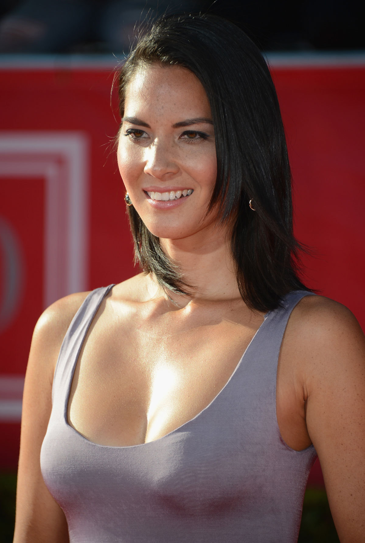 Olivia Munn Android Wallpapers