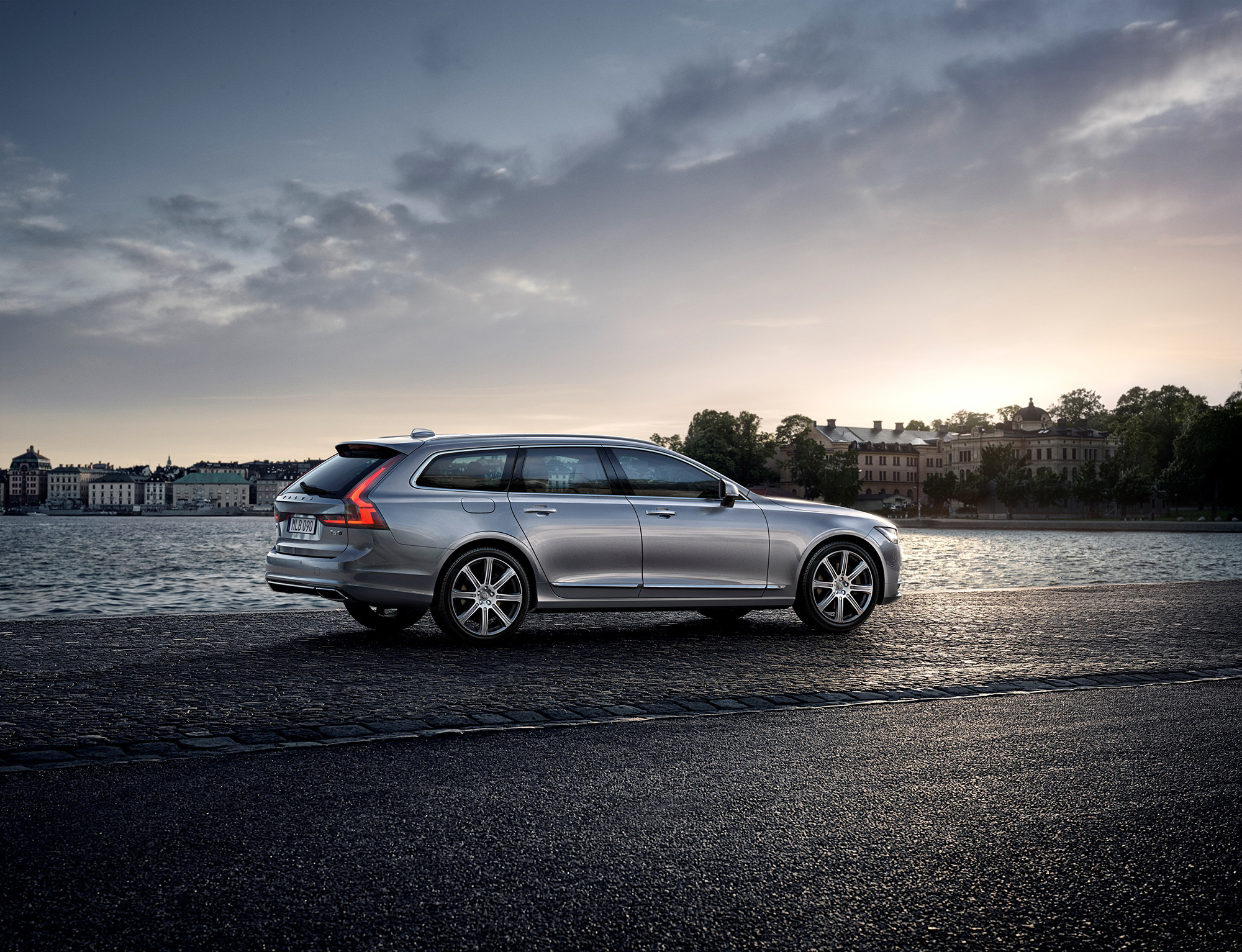 Volvo V90 HD Wallpaper