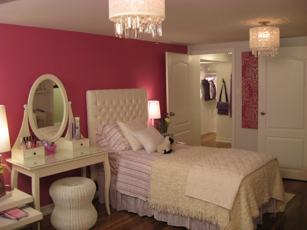 Teenage girls chandeliers images on Teen Rooms For Girls  id=44195