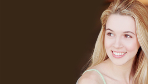 Alona Tal Wallpaper For Laptop