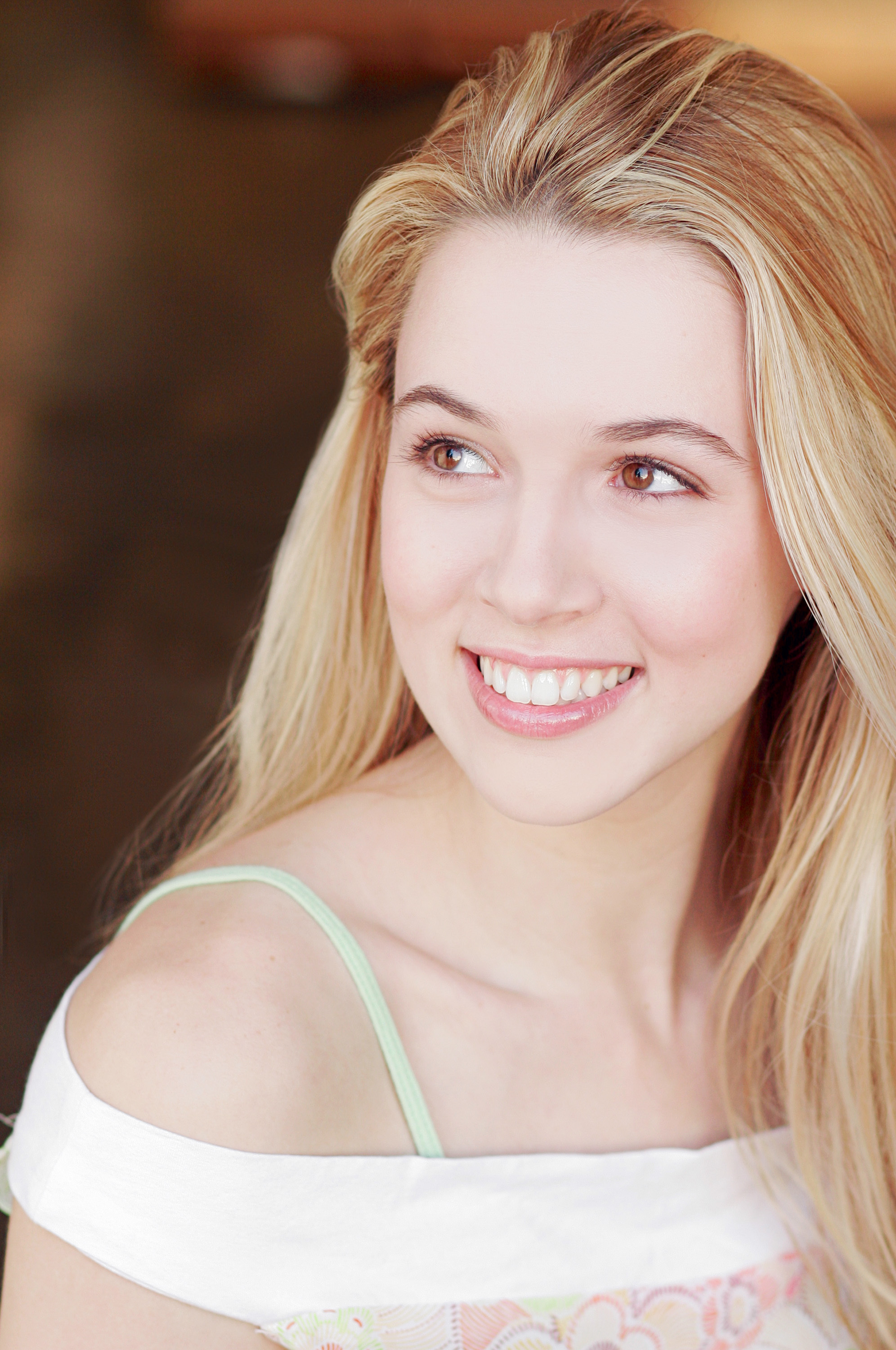 Alona Tal Wallpaper For Iphone