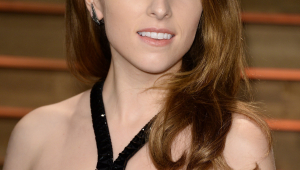 Anna Kendrick Free Download Wallpaper For Mobile