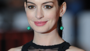 Anne Hathaway Free Download Wallpaper For Mobile