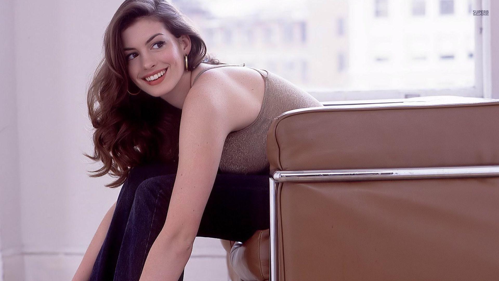 Anne Hathaway HD Background