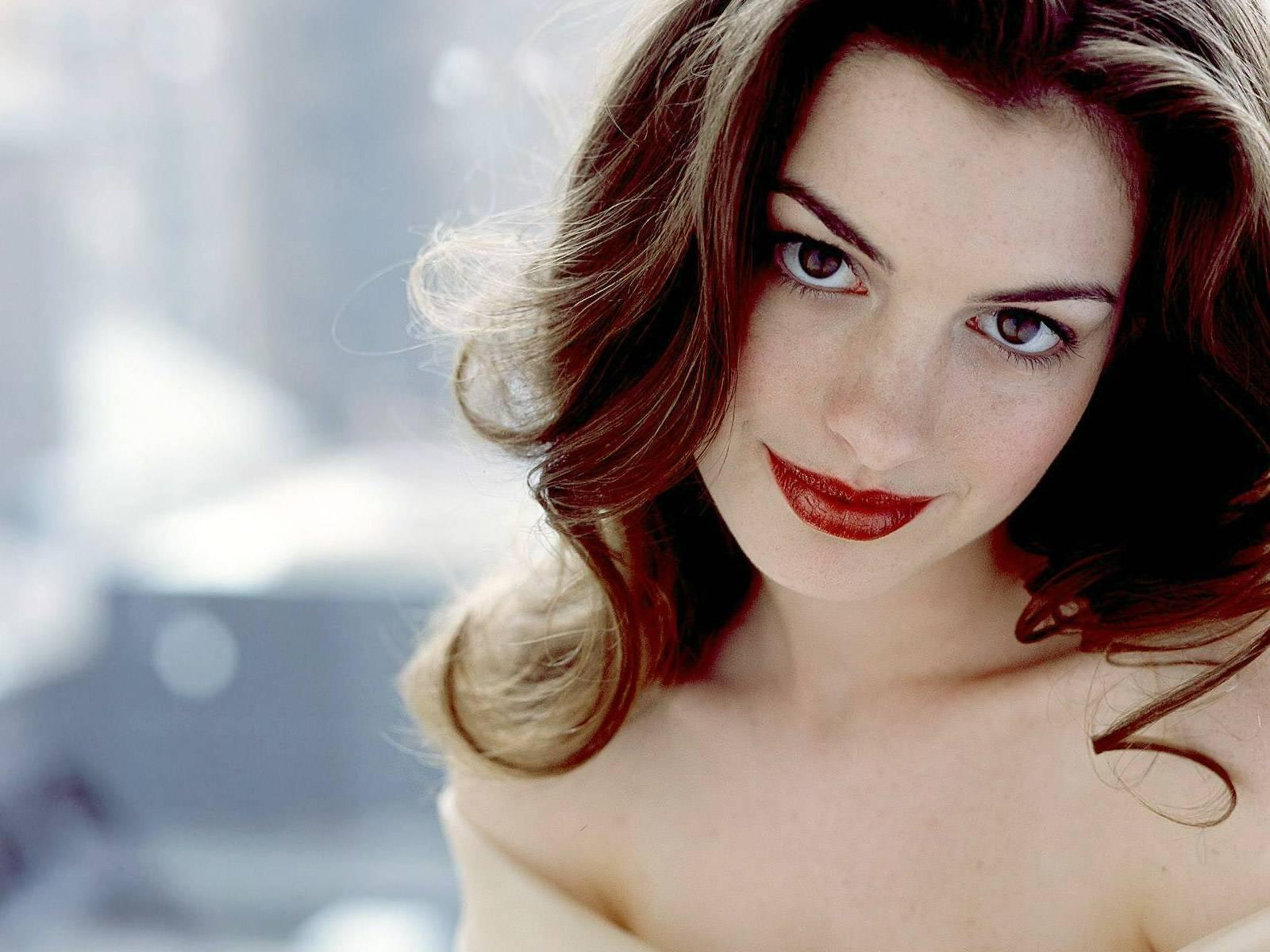 Anne Hathaway High Definition