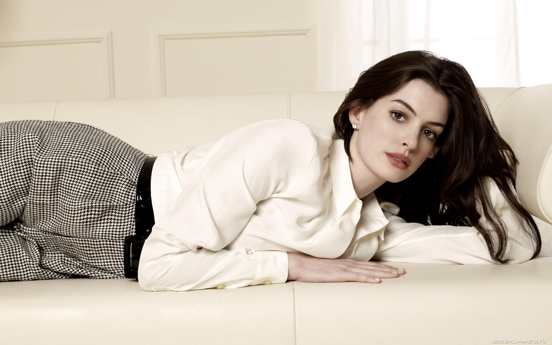 Anne Hathaway Wallpaper For Computer