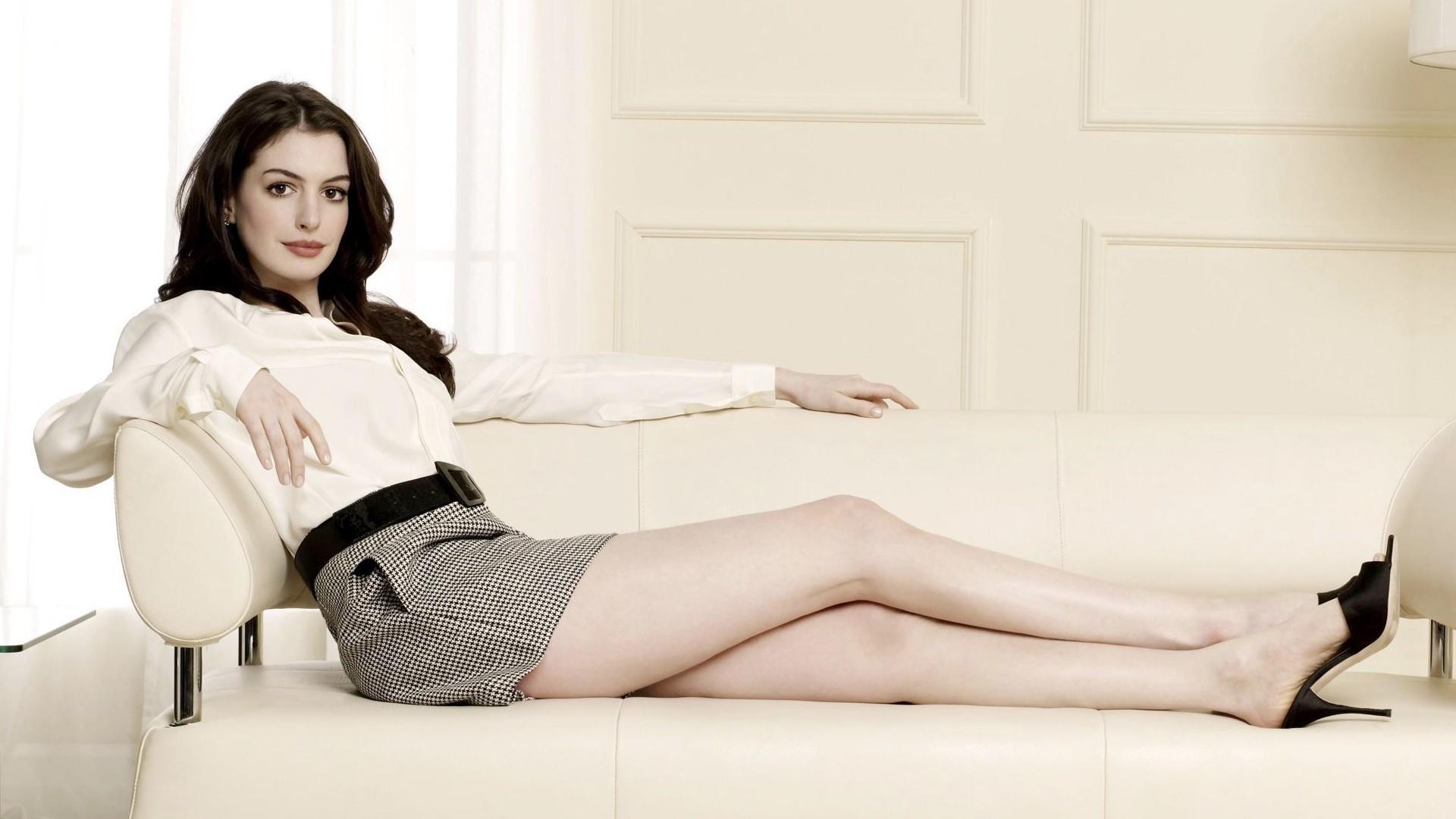 Anne Hathaway For Desktop