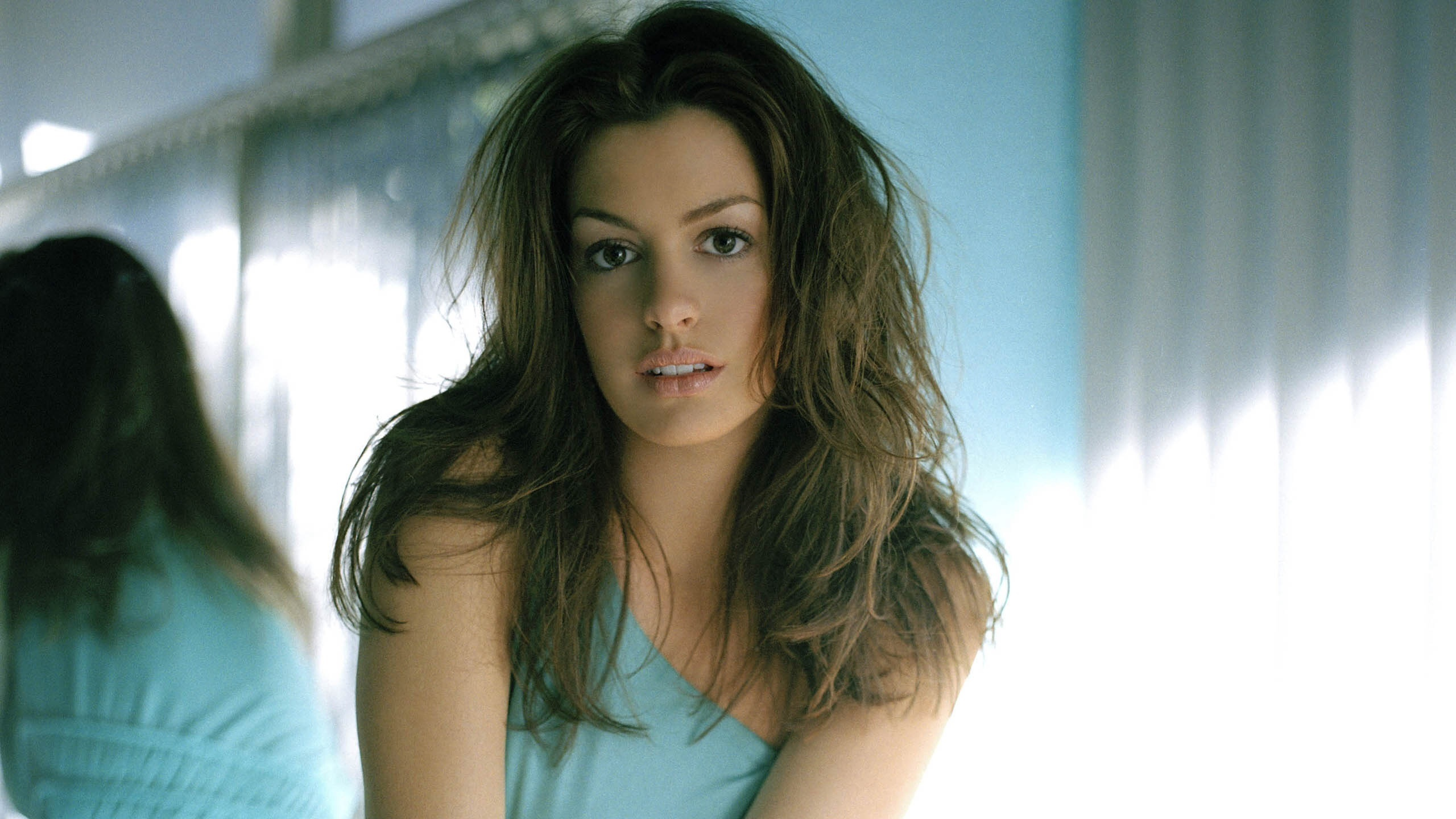 Anne Hathaway Free Images