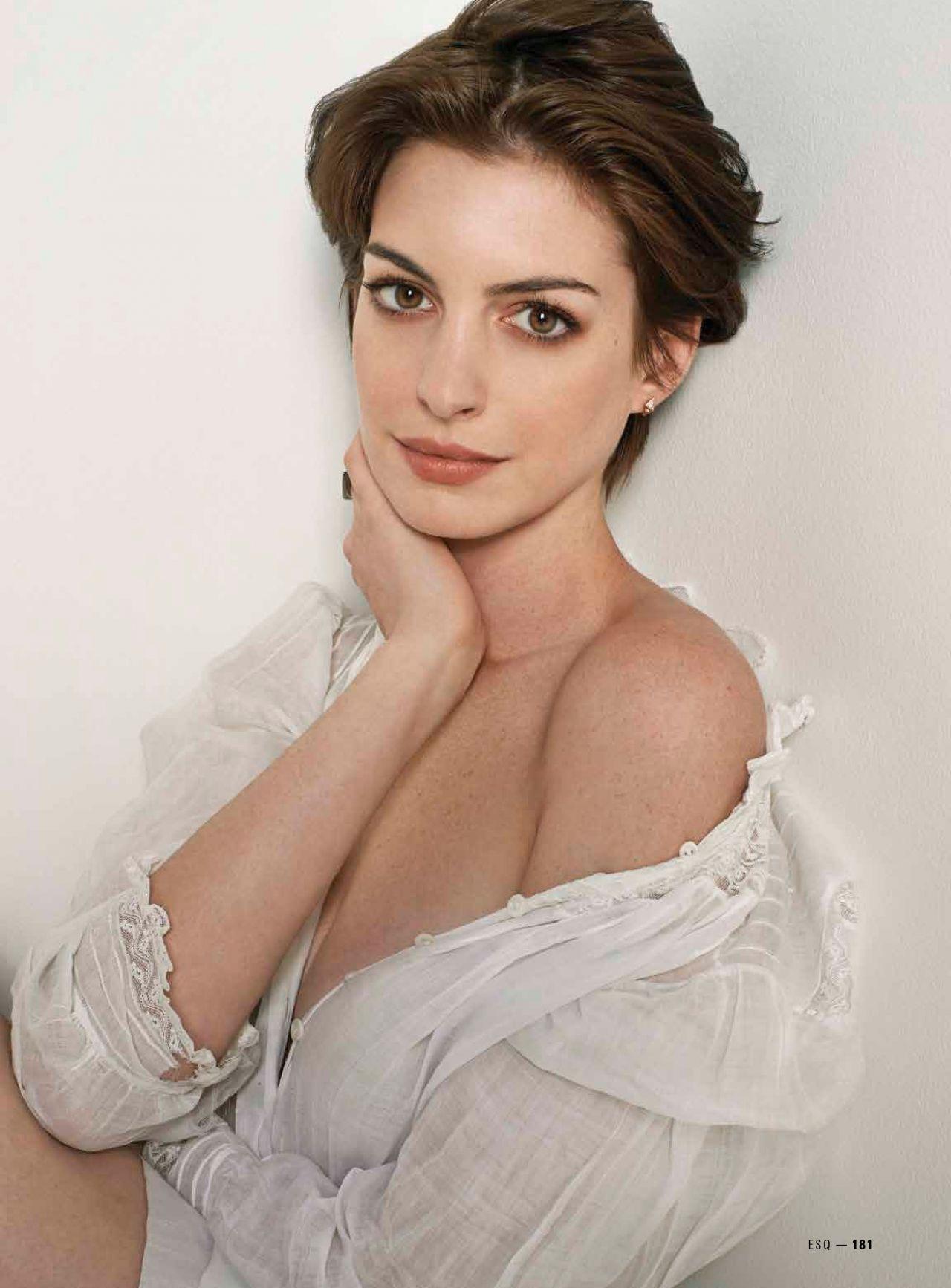 Anne Hathaway Iphone Background