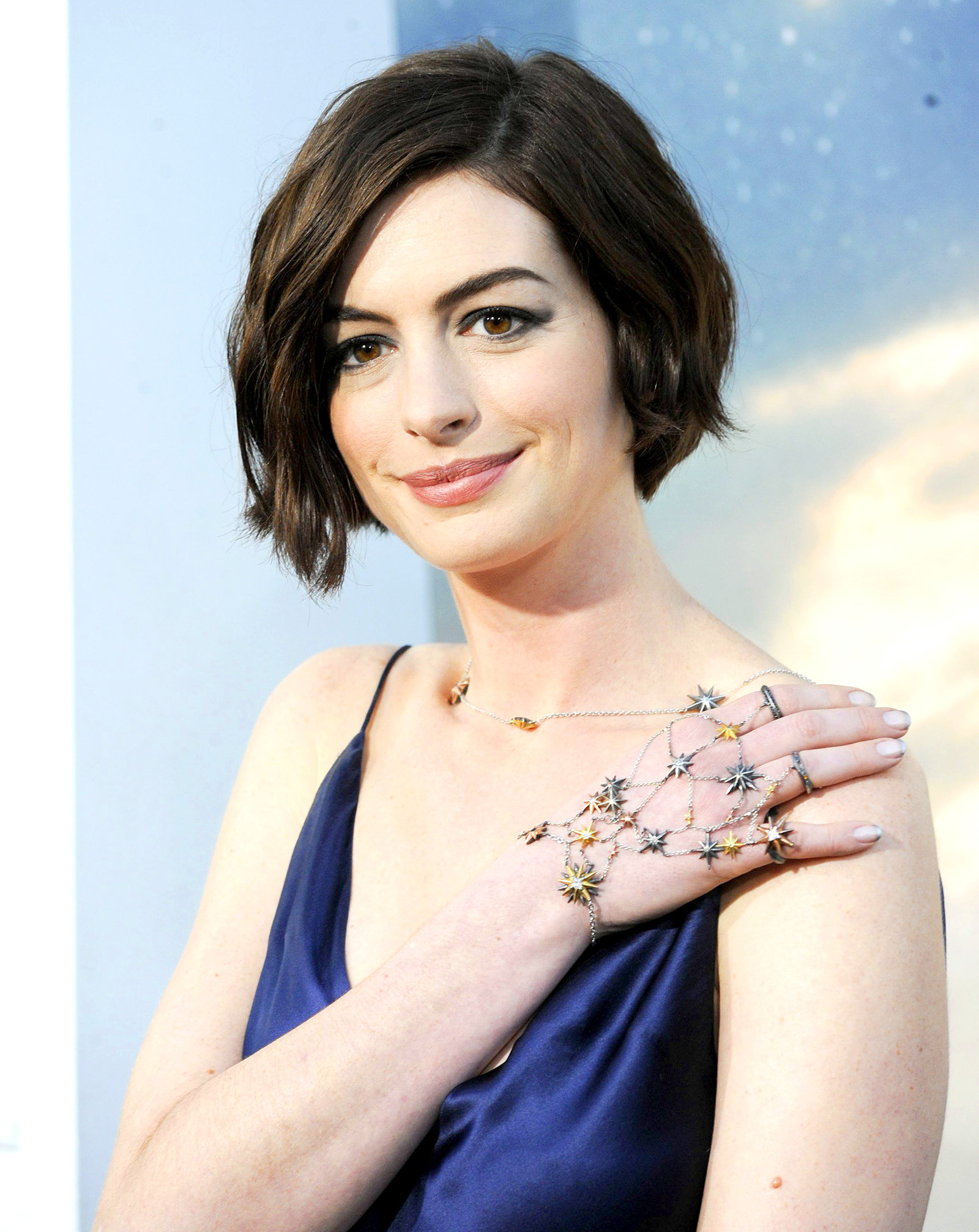 Anne Hathaway Iphone Wallpapers