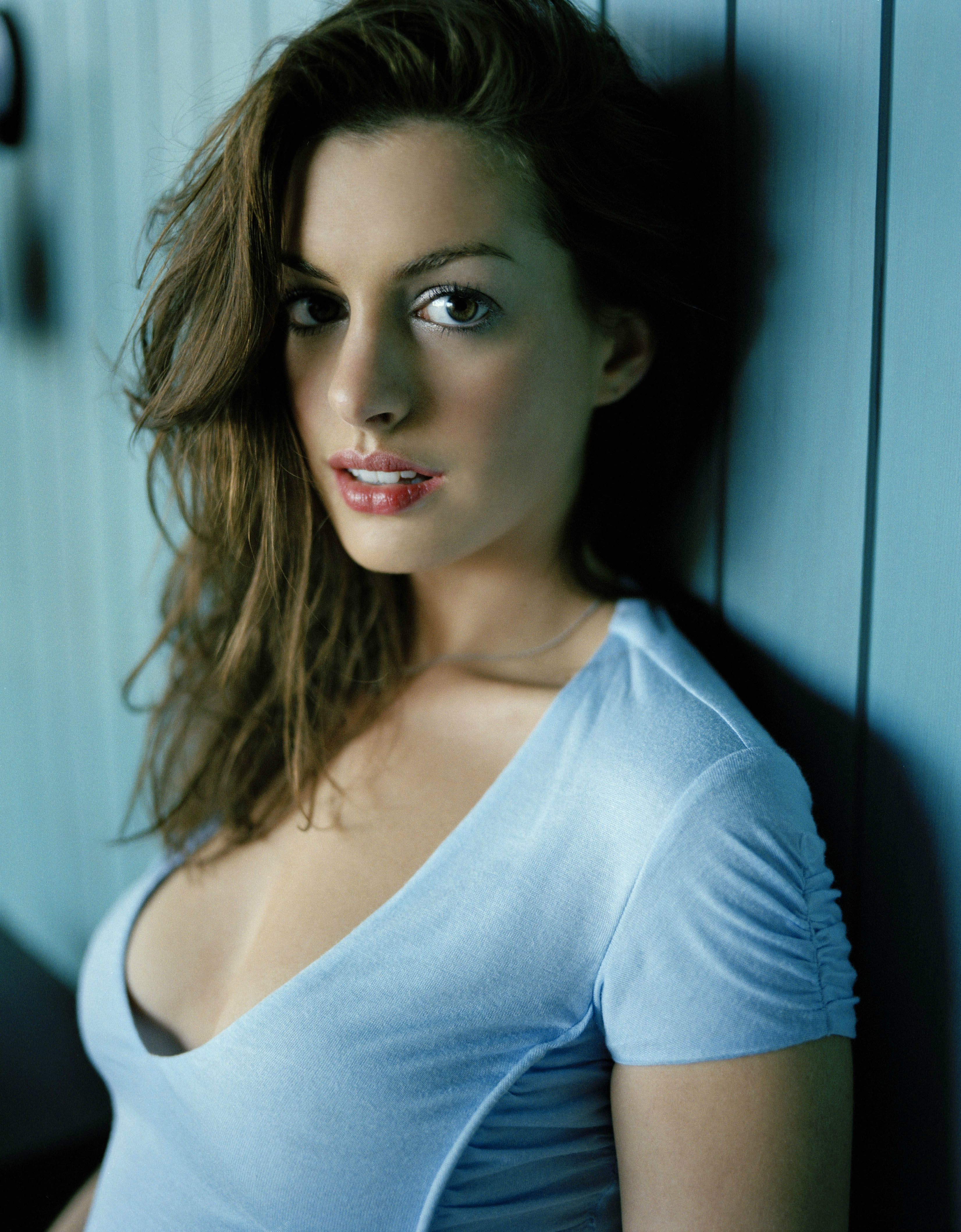 Anne Hathaway Wallpaper For Android