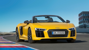 Audi R8 Spyder Photos