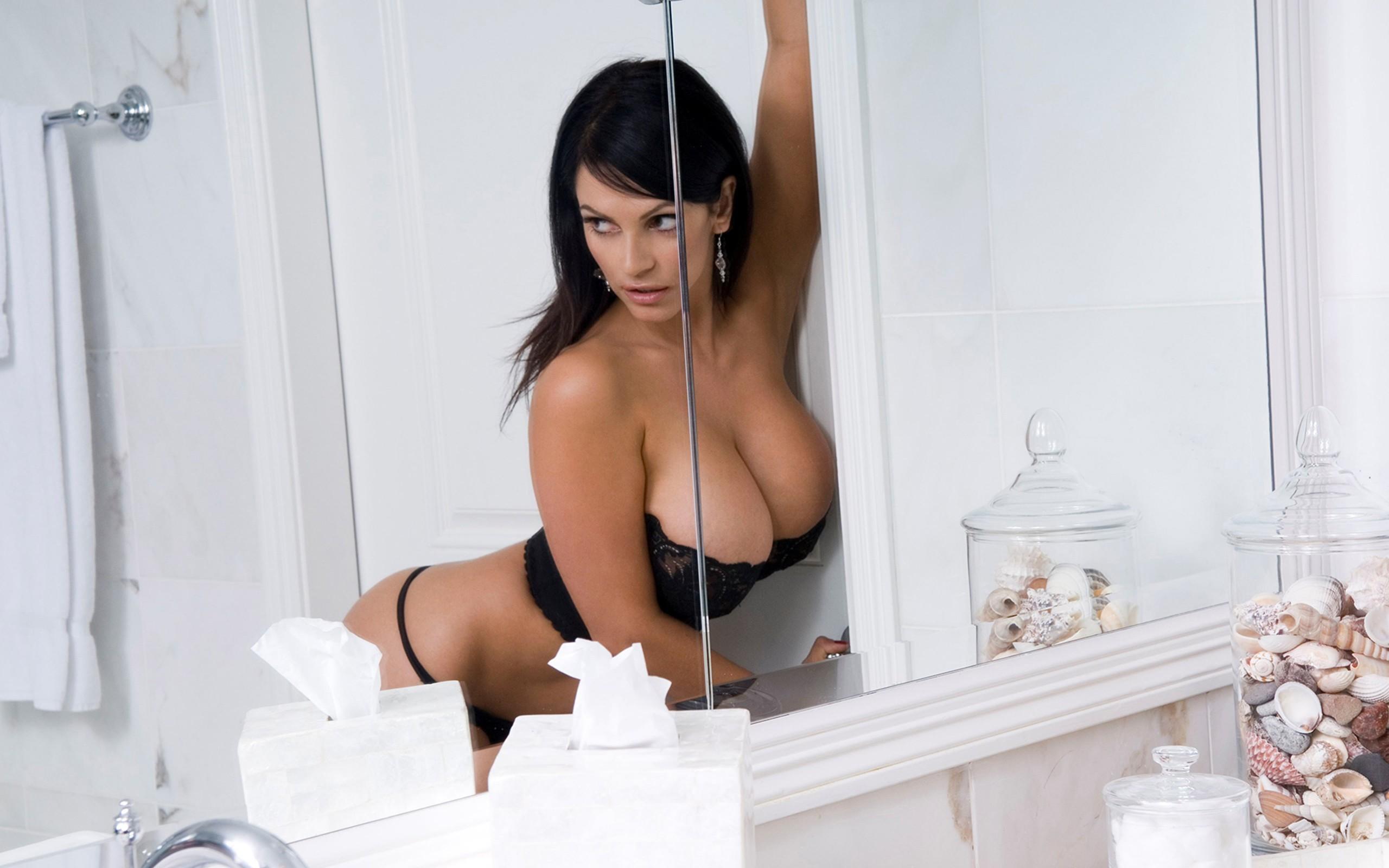 Best Images Of Denise Milani