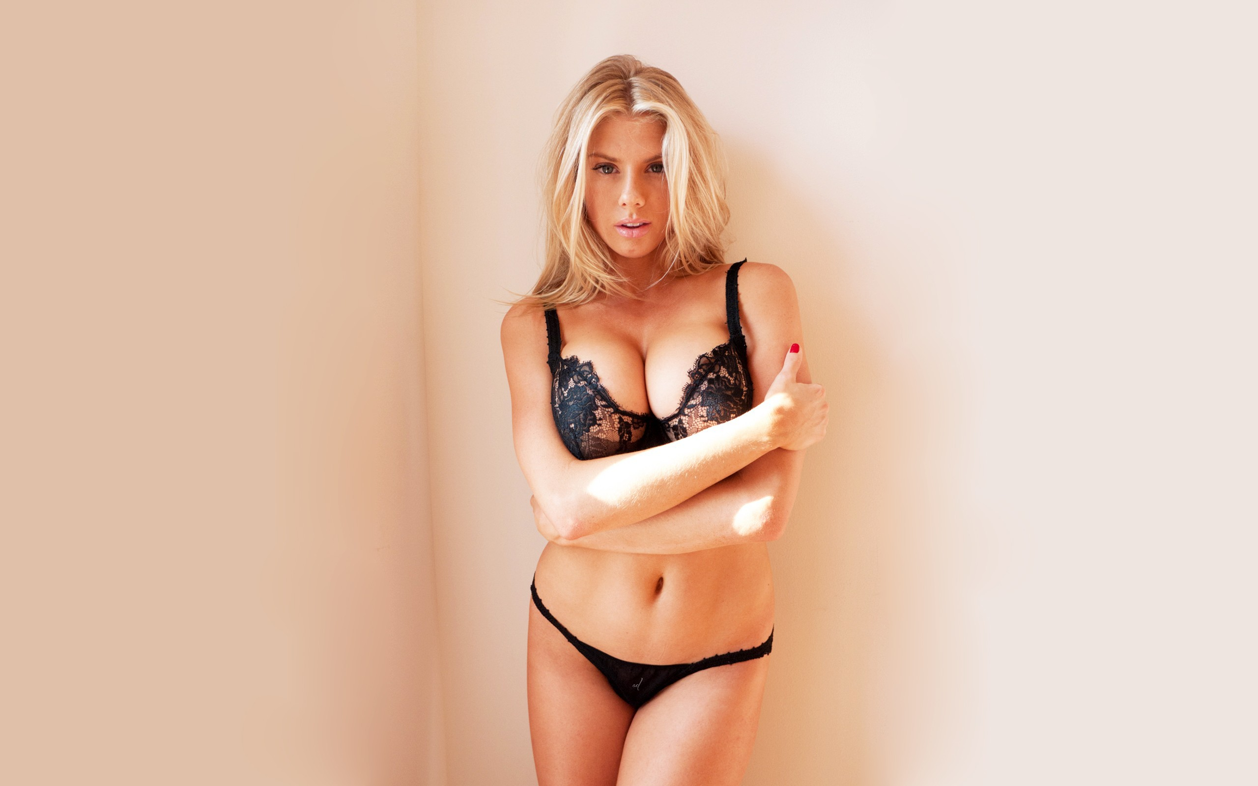 Charlotte McKinney For Desktop