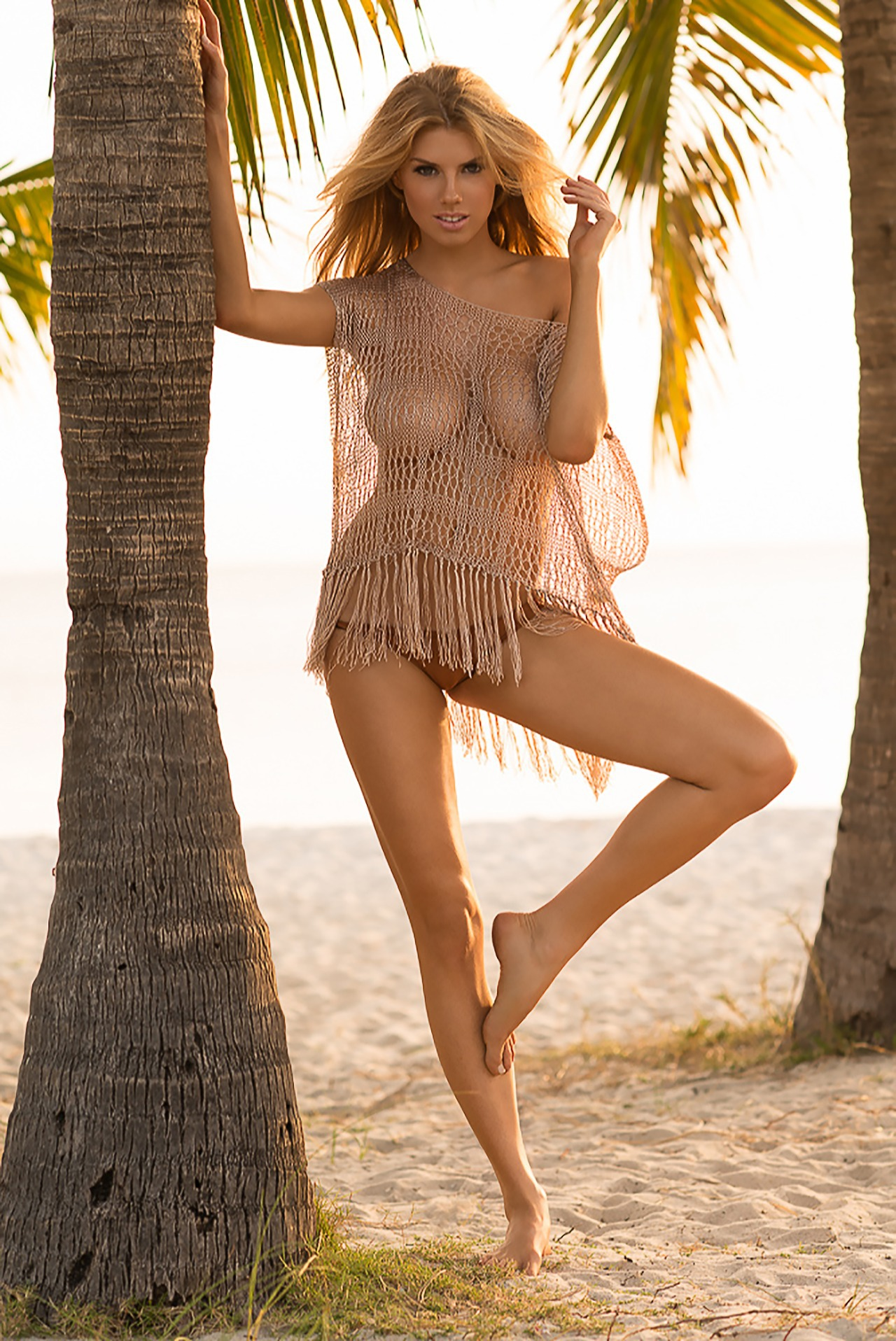 Charlotte McKinney Iphone Sexy Wallpapers