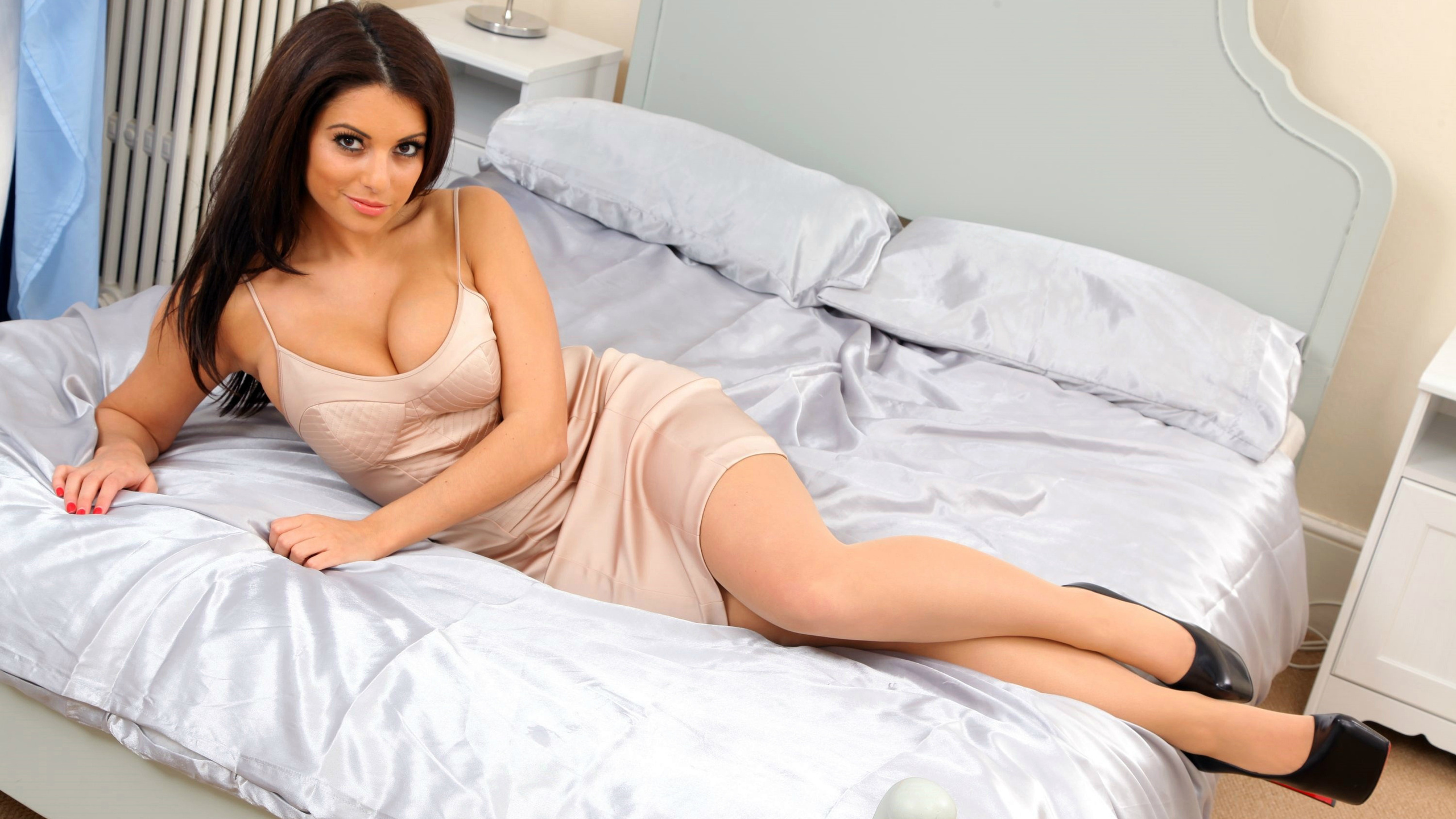 Charlotte Springer HD Wallpaper