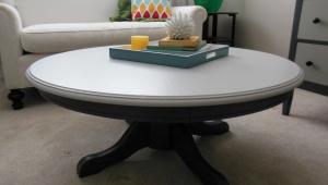 Contrast Color Pedestal Coffee Table