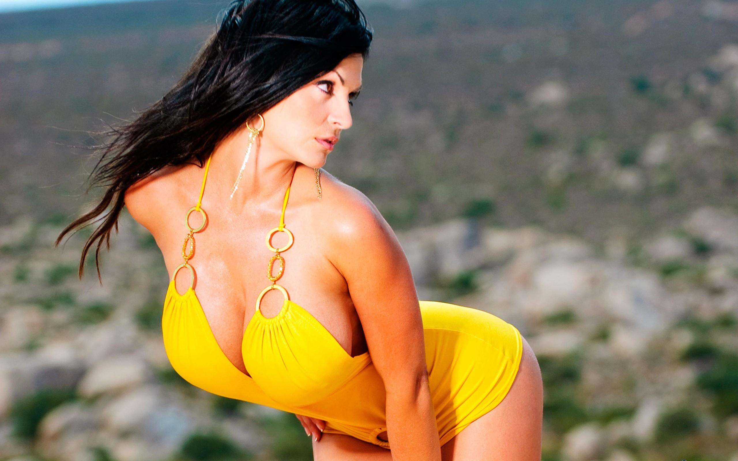 Denise Milani Sexy Images