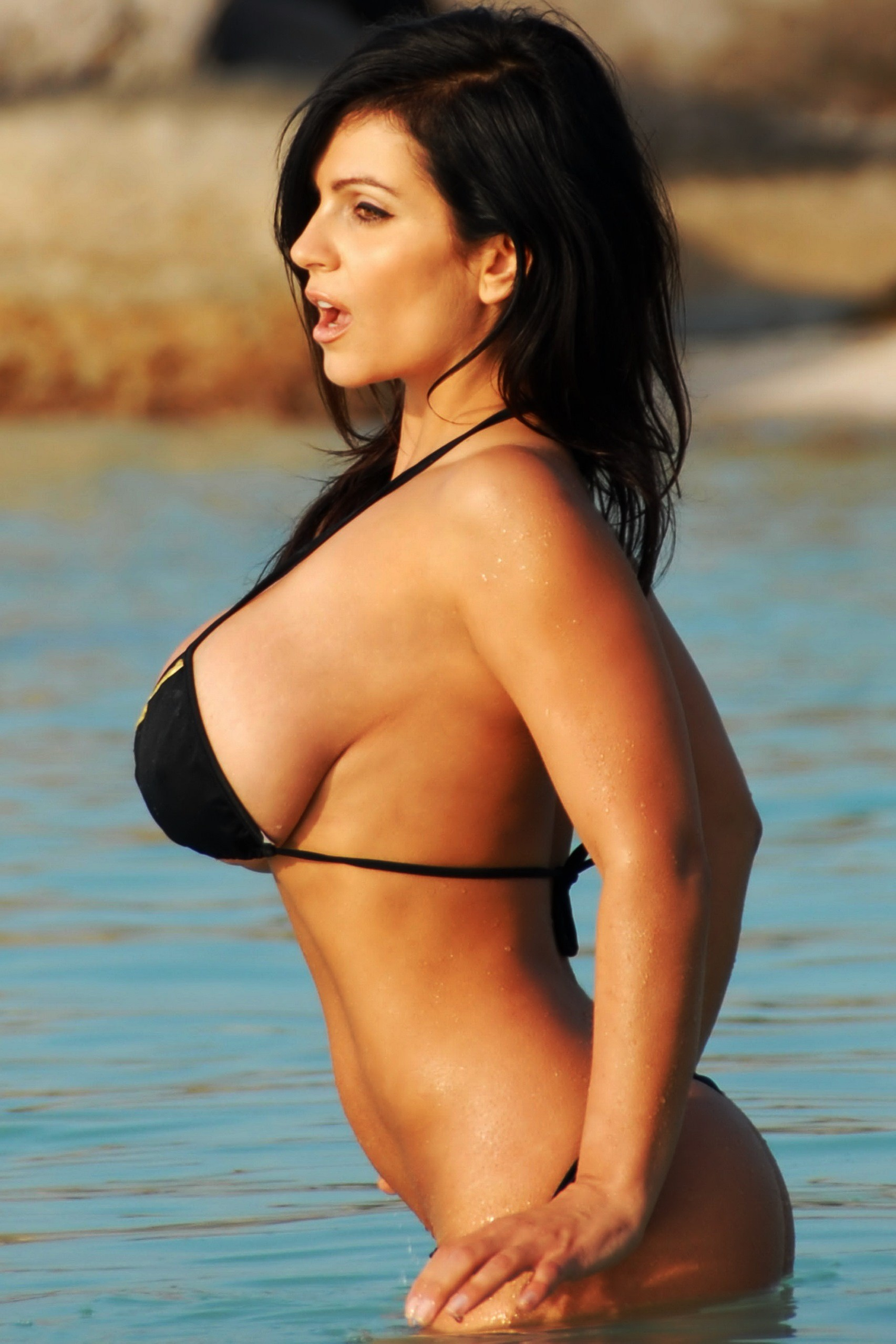 Denise Milani Iphone Sexy Wallpapers