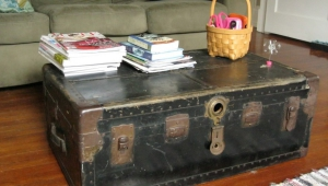 Fabulous Distressed Coffee Table Trunk