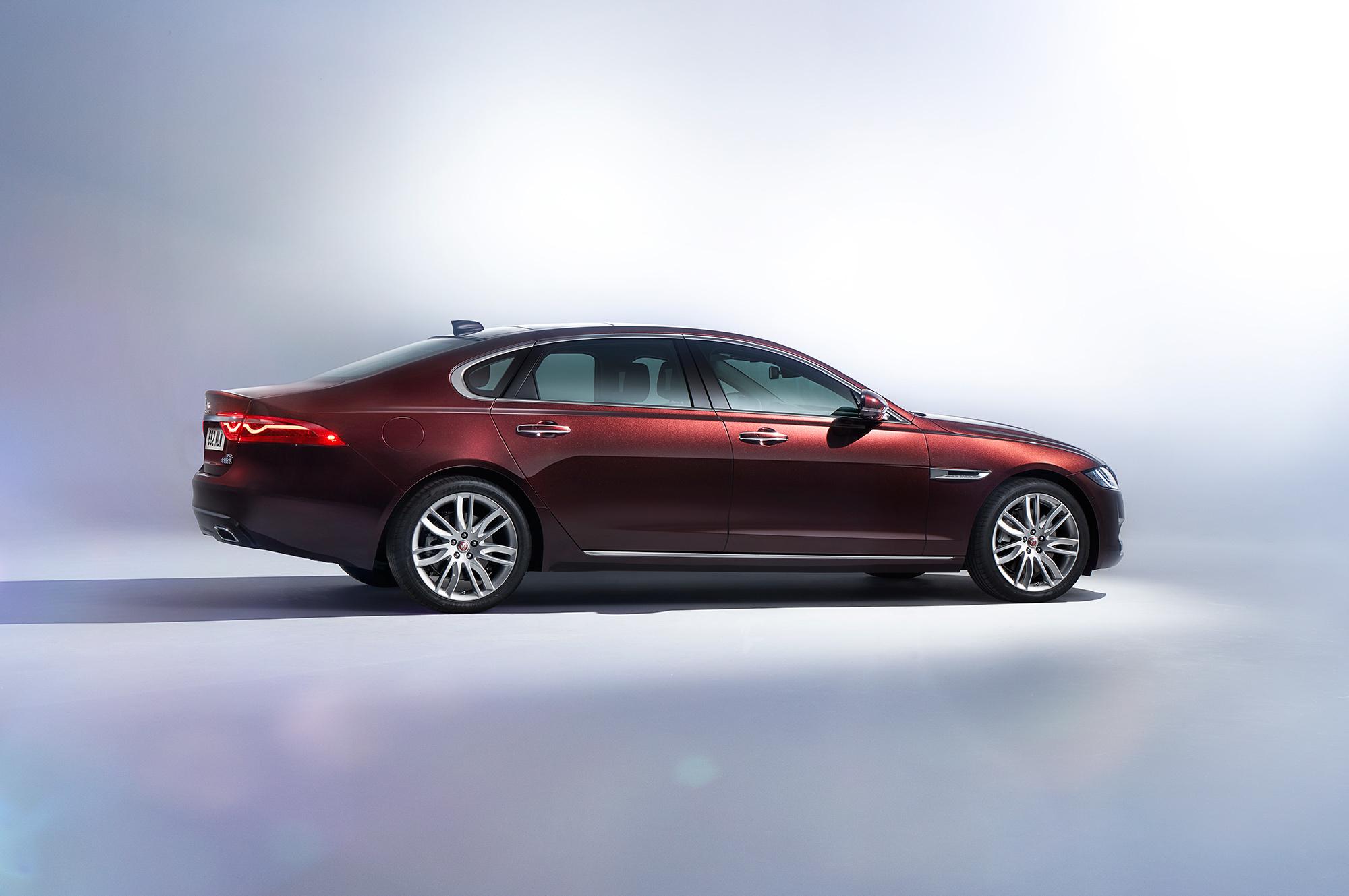 Jaguar XFL Wallpaper