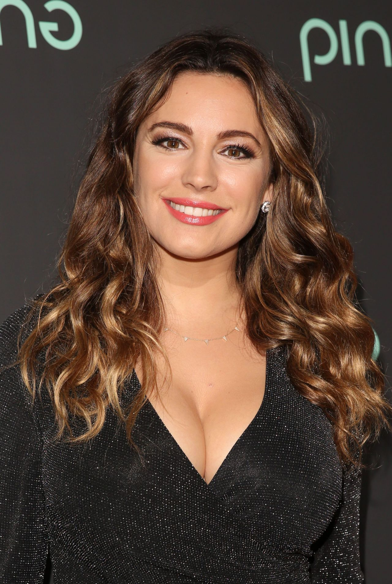 Kelly Brook Android Wallpapers