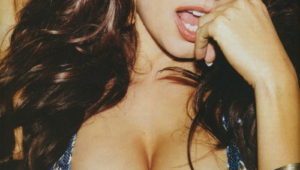 Kelly Brook Desktop For Iphone