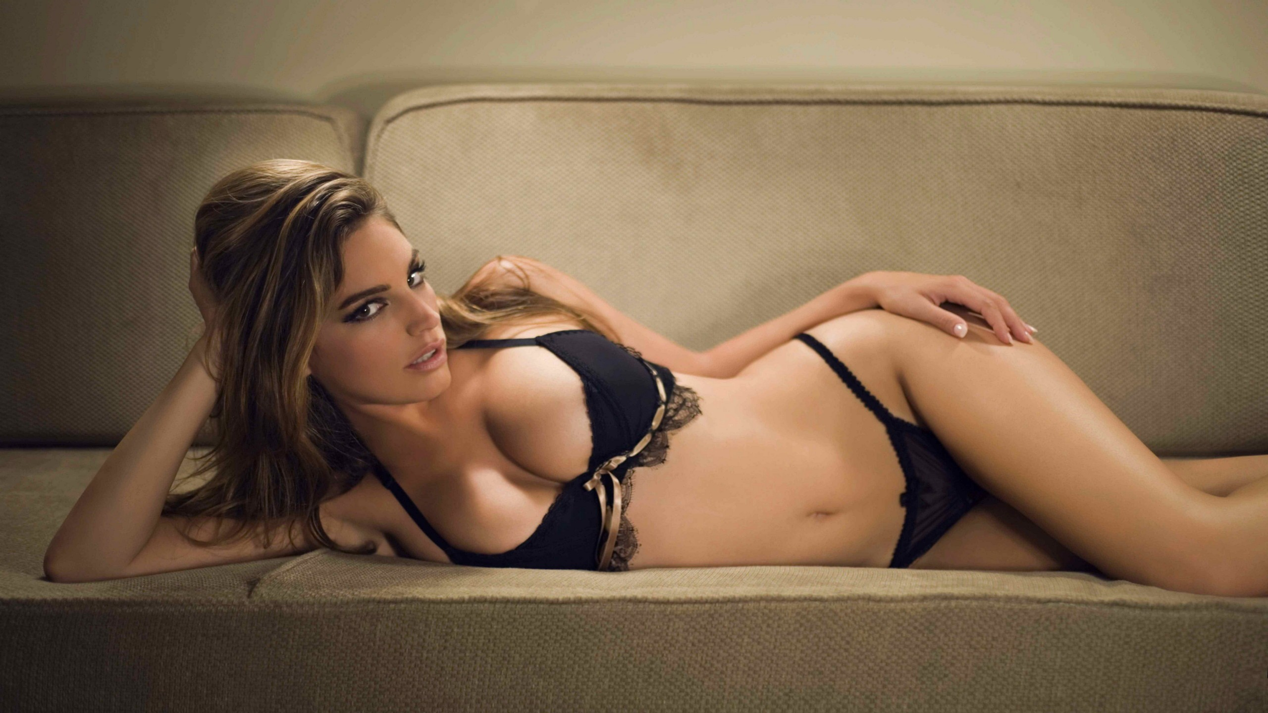 Kelly Brook Sexy Images