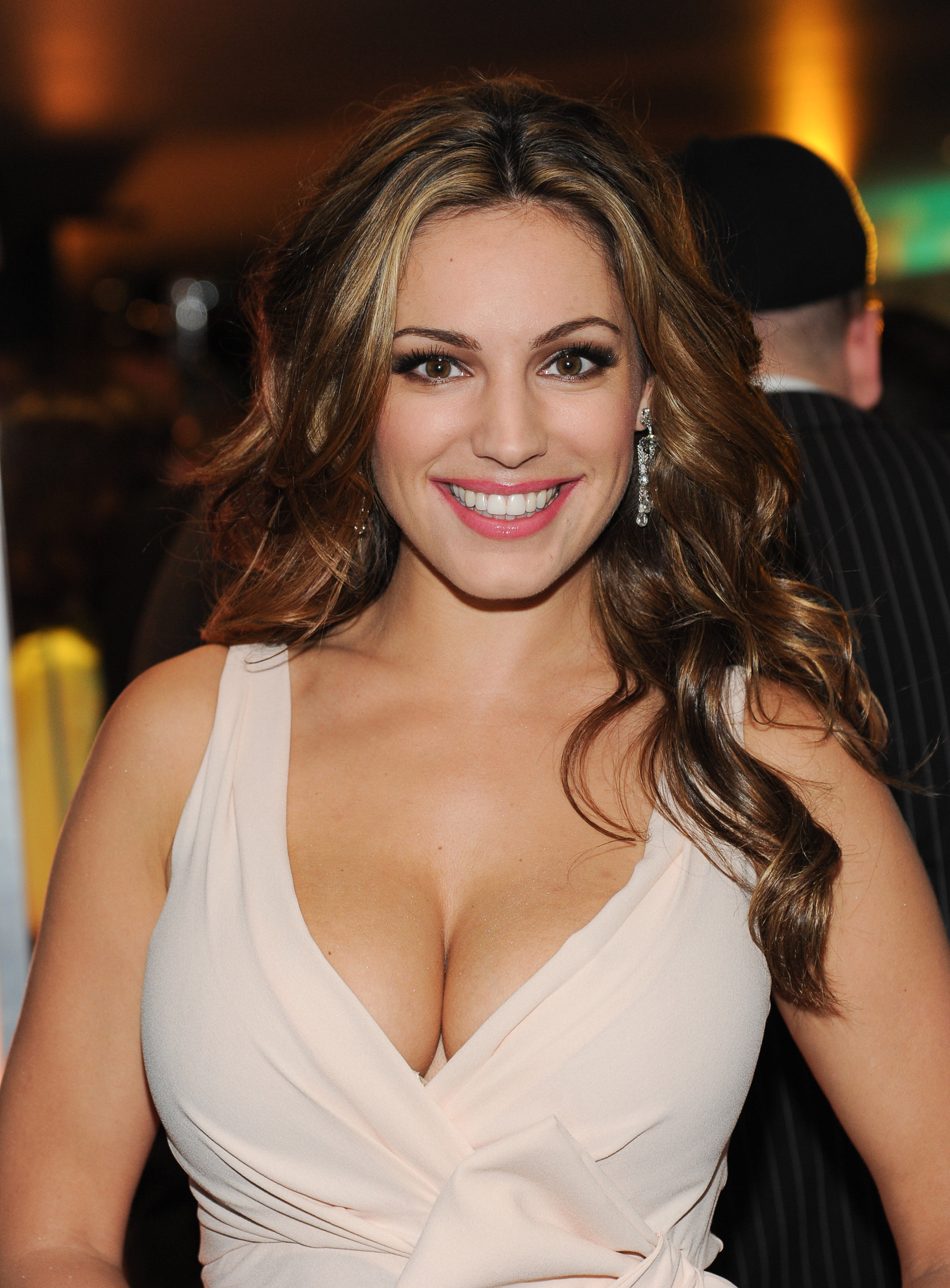Kelly Brook Iphone Sexy Wallpapers