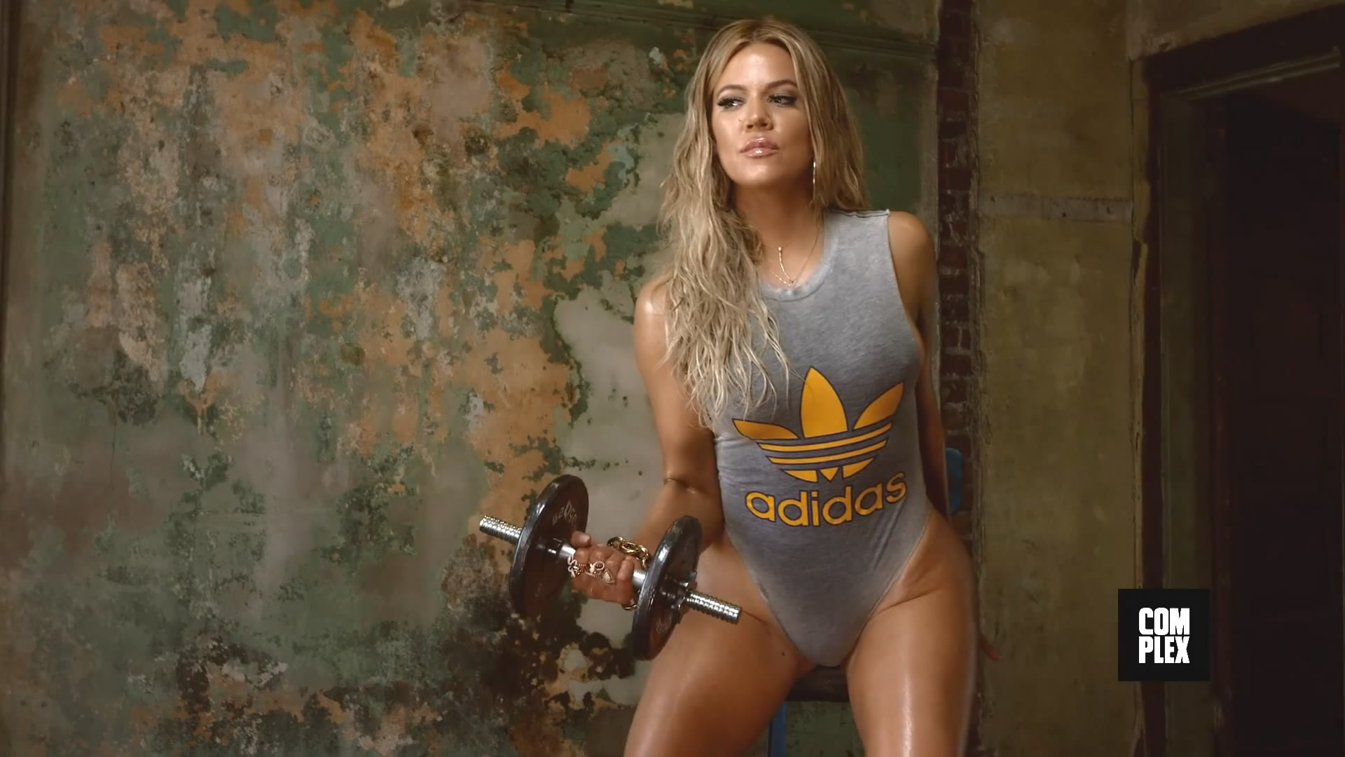 Khloe Kardashian HD Wallpaper