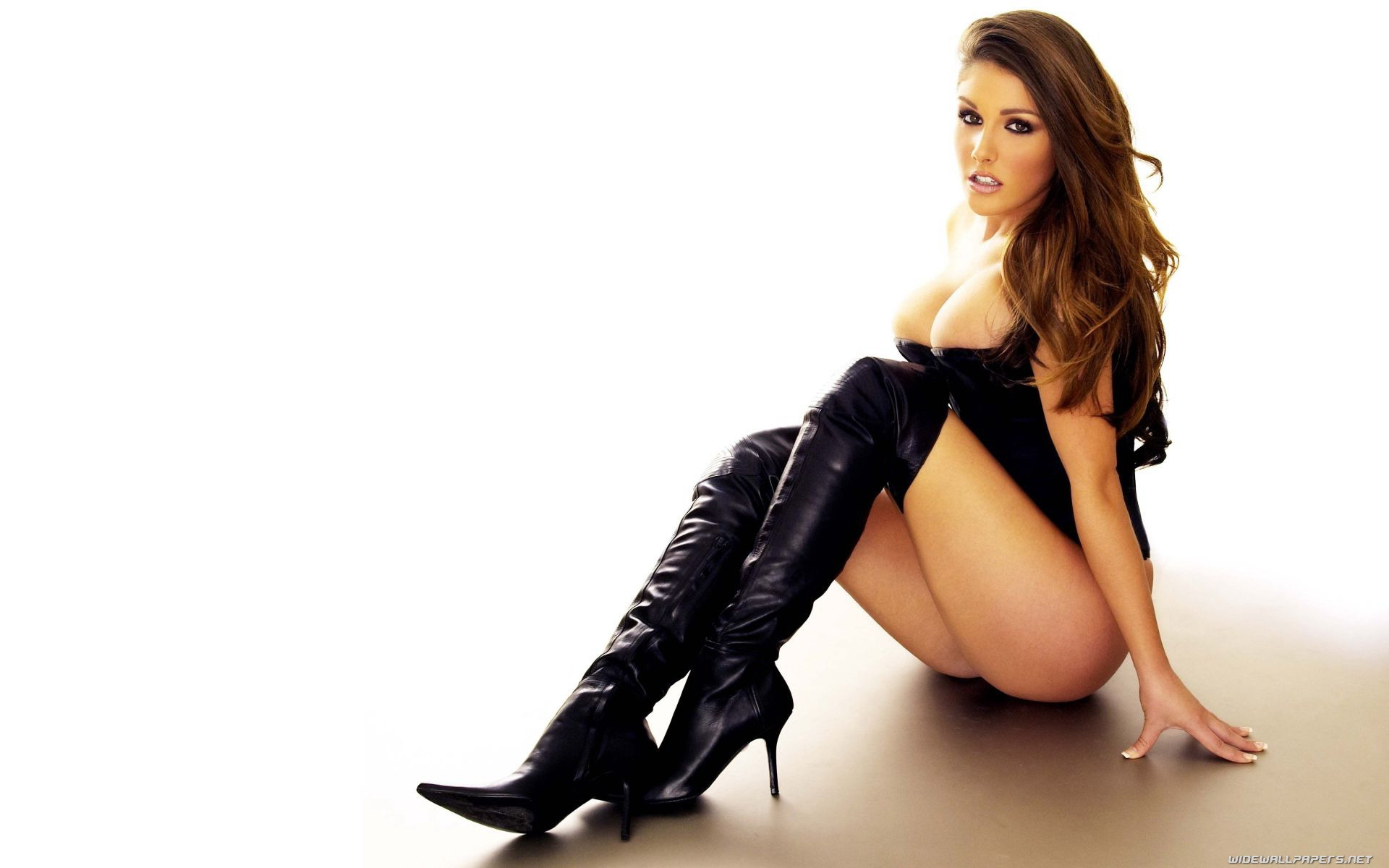 Lucy Pinder Desktop Wallpaper