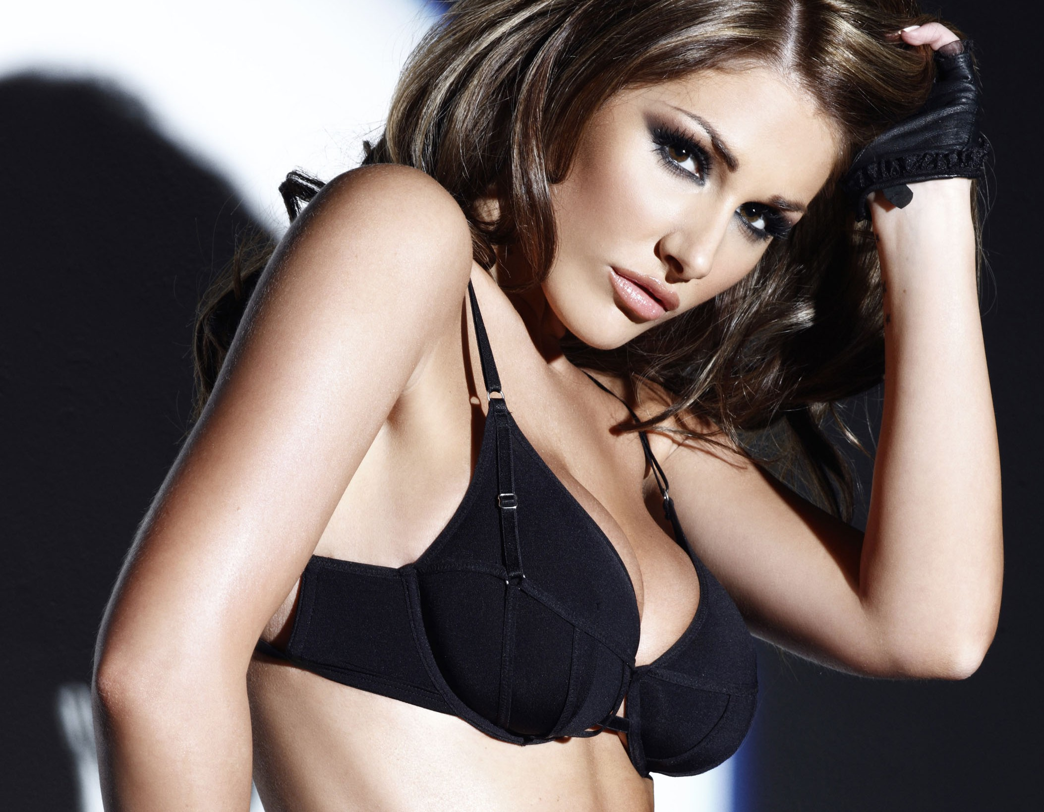 Lucy Pinder High Quality Wallpapers