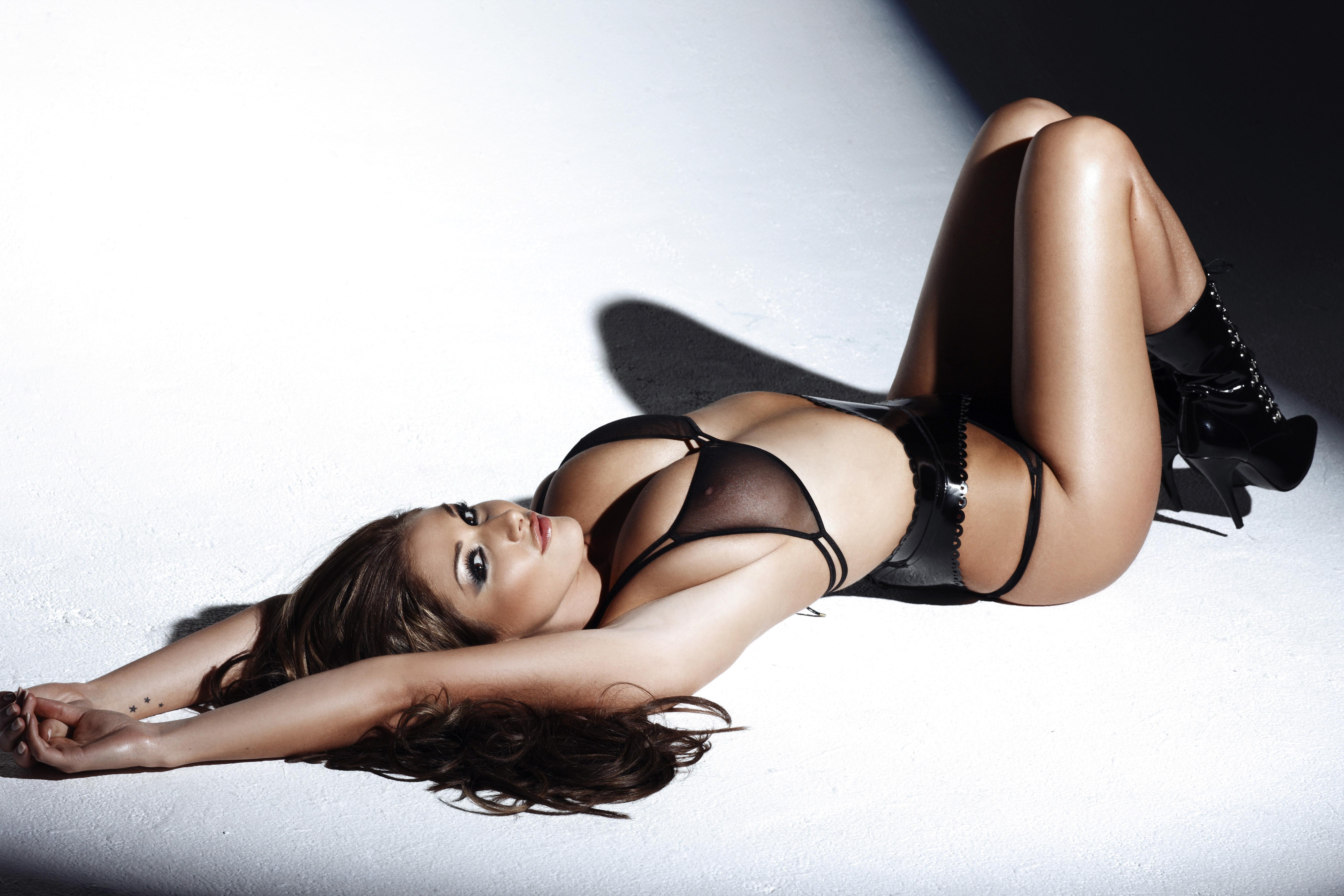 Lucy Pinder Sexy Images
