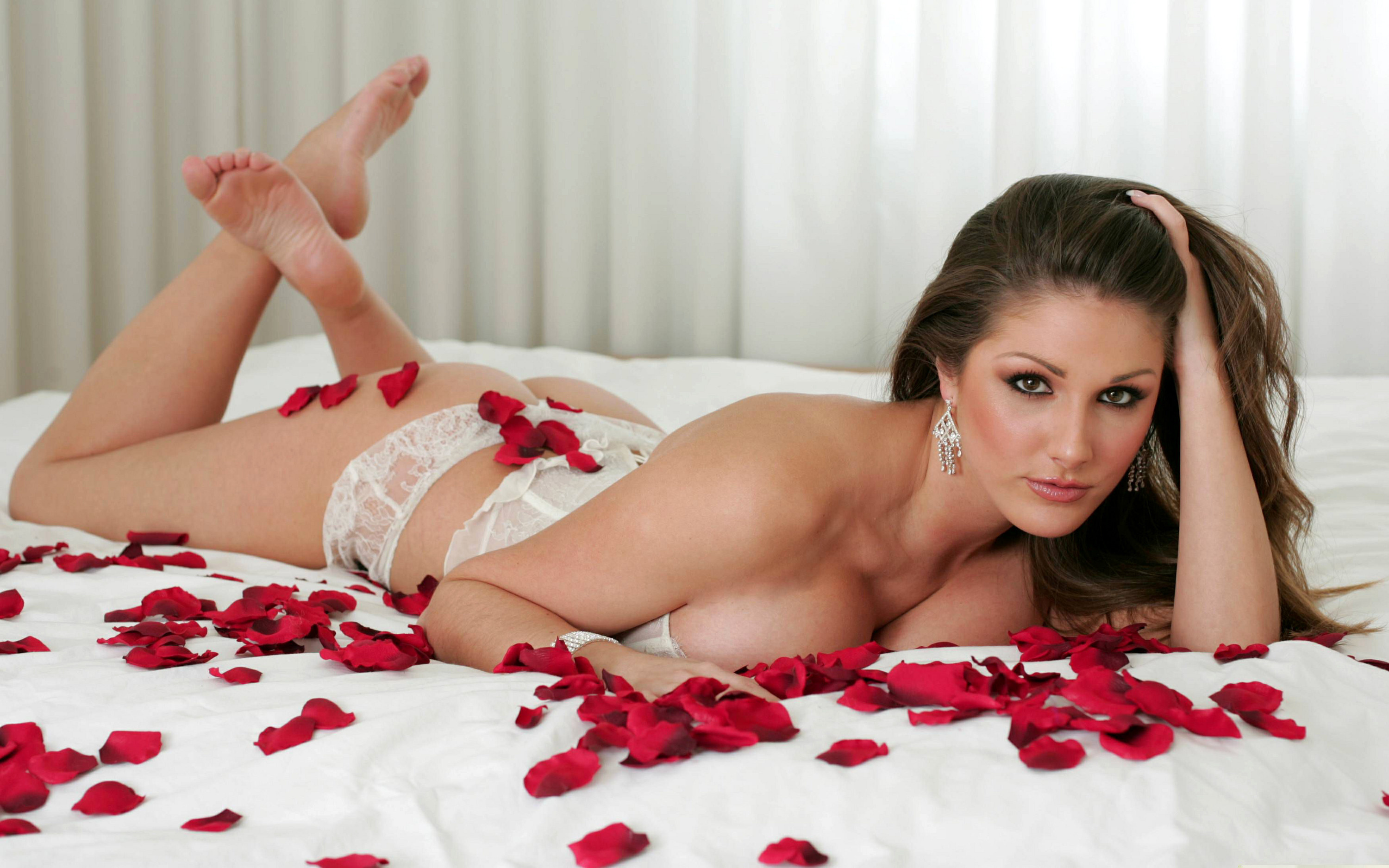 Lucy Pinder Free Images