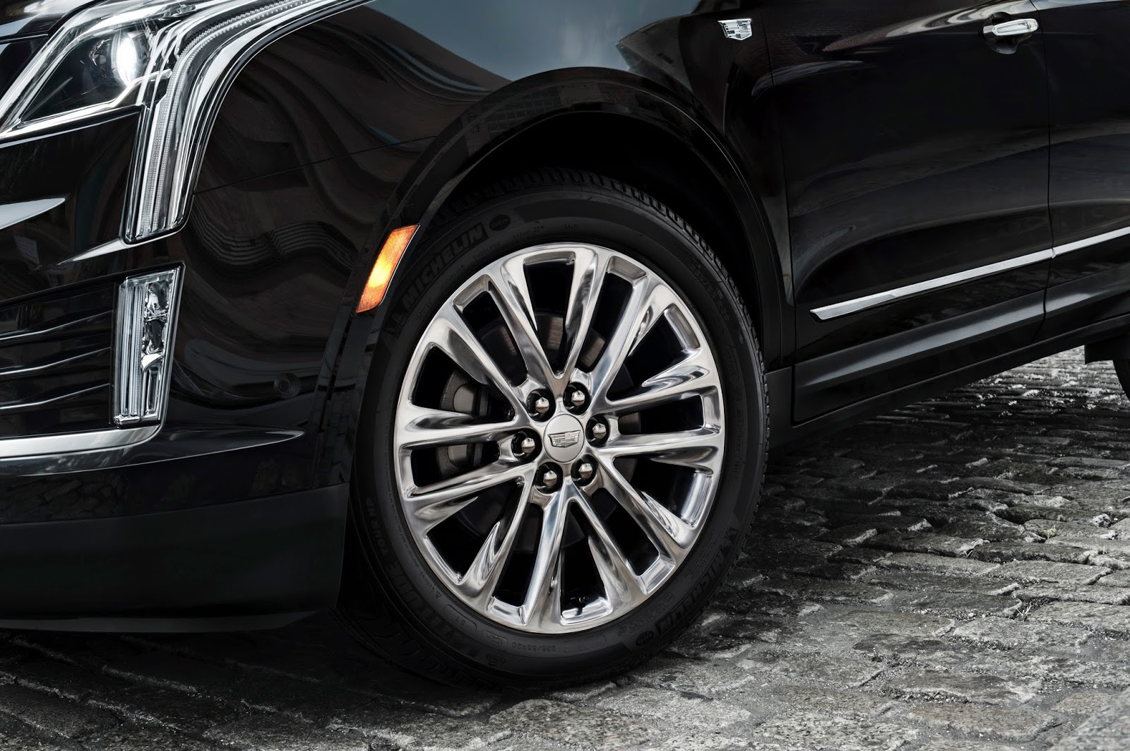 Pictures Of Cadillac XT4