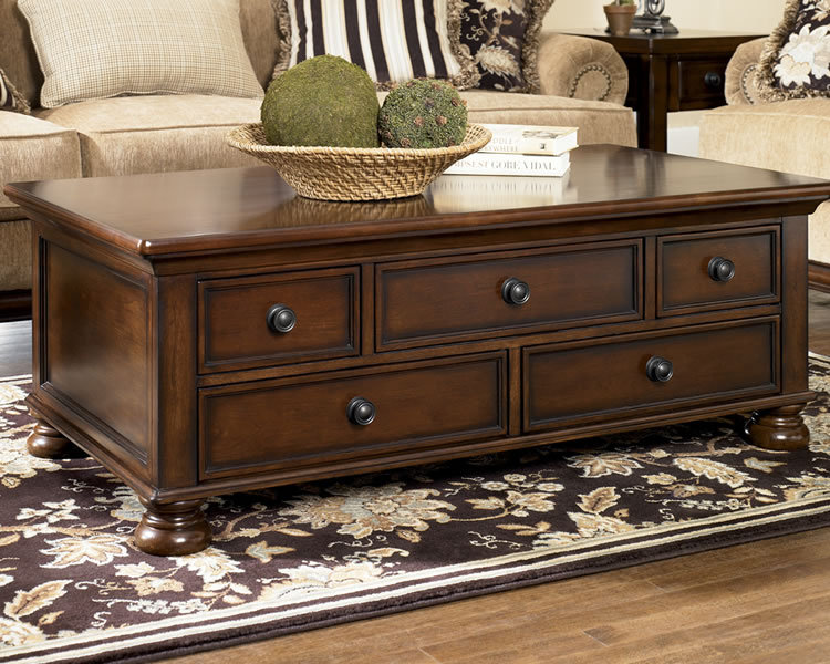 Traditional Wooden Coffee Table With Drawers