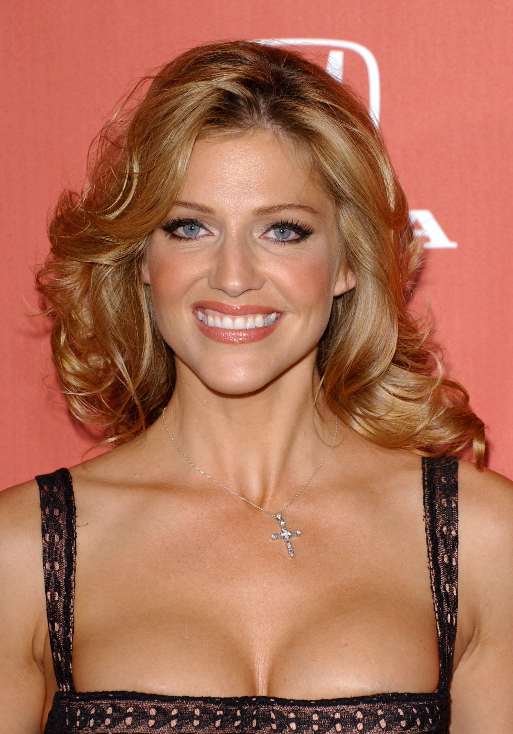 Tricia Helfer Android Wallpapers